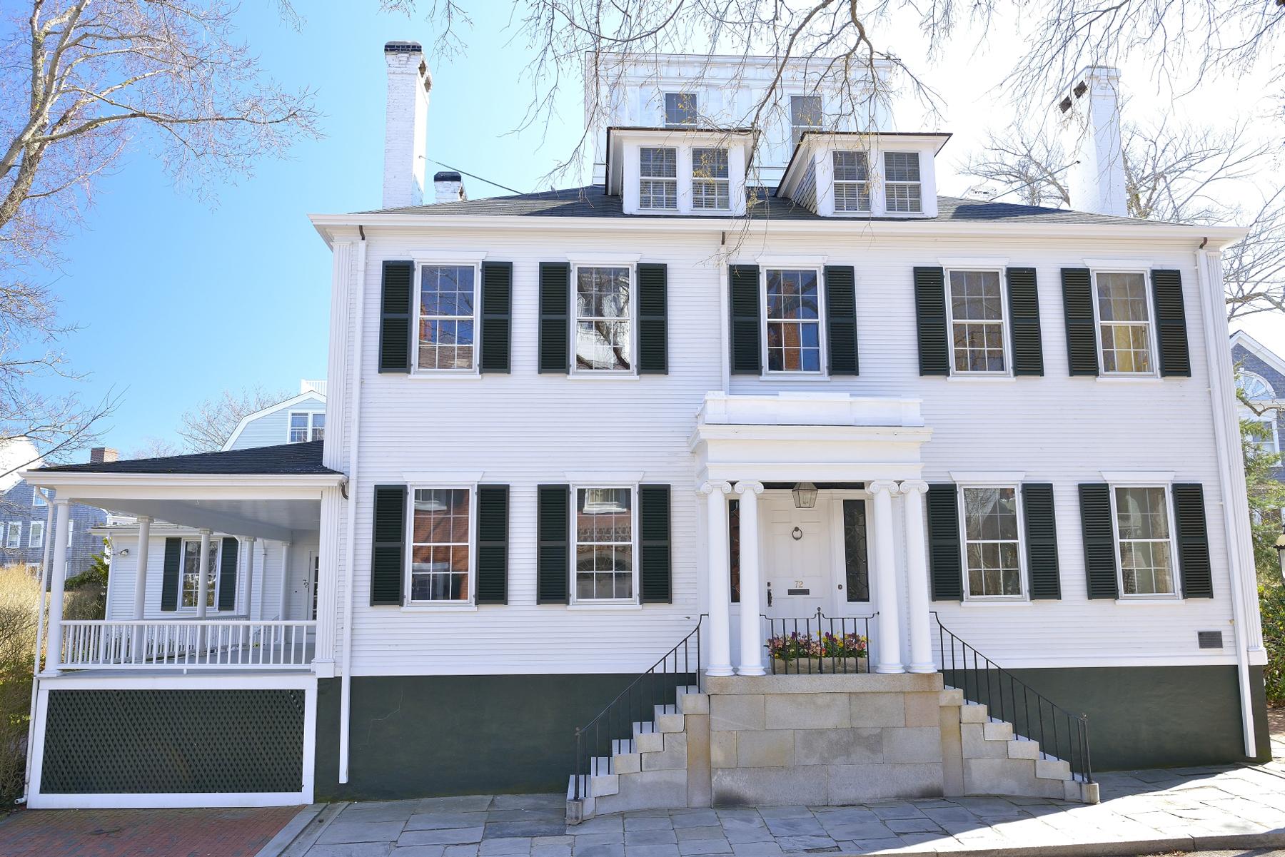Einfamilienhaus für Verkauf beim A Piece of History 72 Main Street Nantucket, Massachusetts, 02554 Vereinigte Staaten