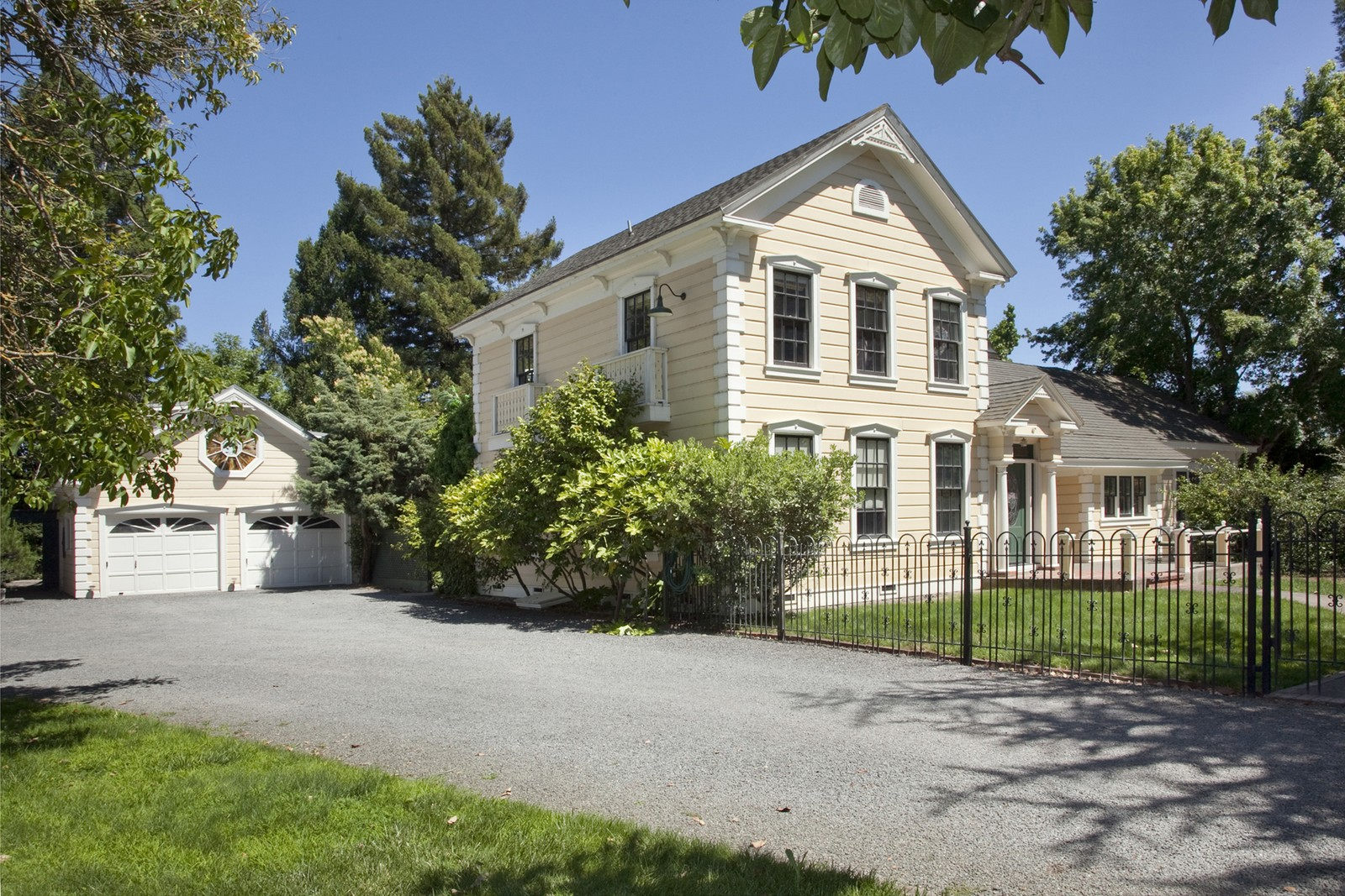 Maison unifamiliale pour l Vente à Greek Revival Farmhouse 4180 Barnes Road Santa Rosa, Californie, 95403 États-Unis