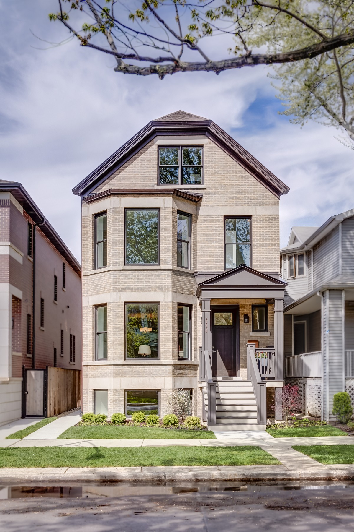 Single Family Home for Sale at Crown Jewel of Roscoe Village! 3530 N Leavitt Street North Center, Chicago, Illinois, 60618 United States