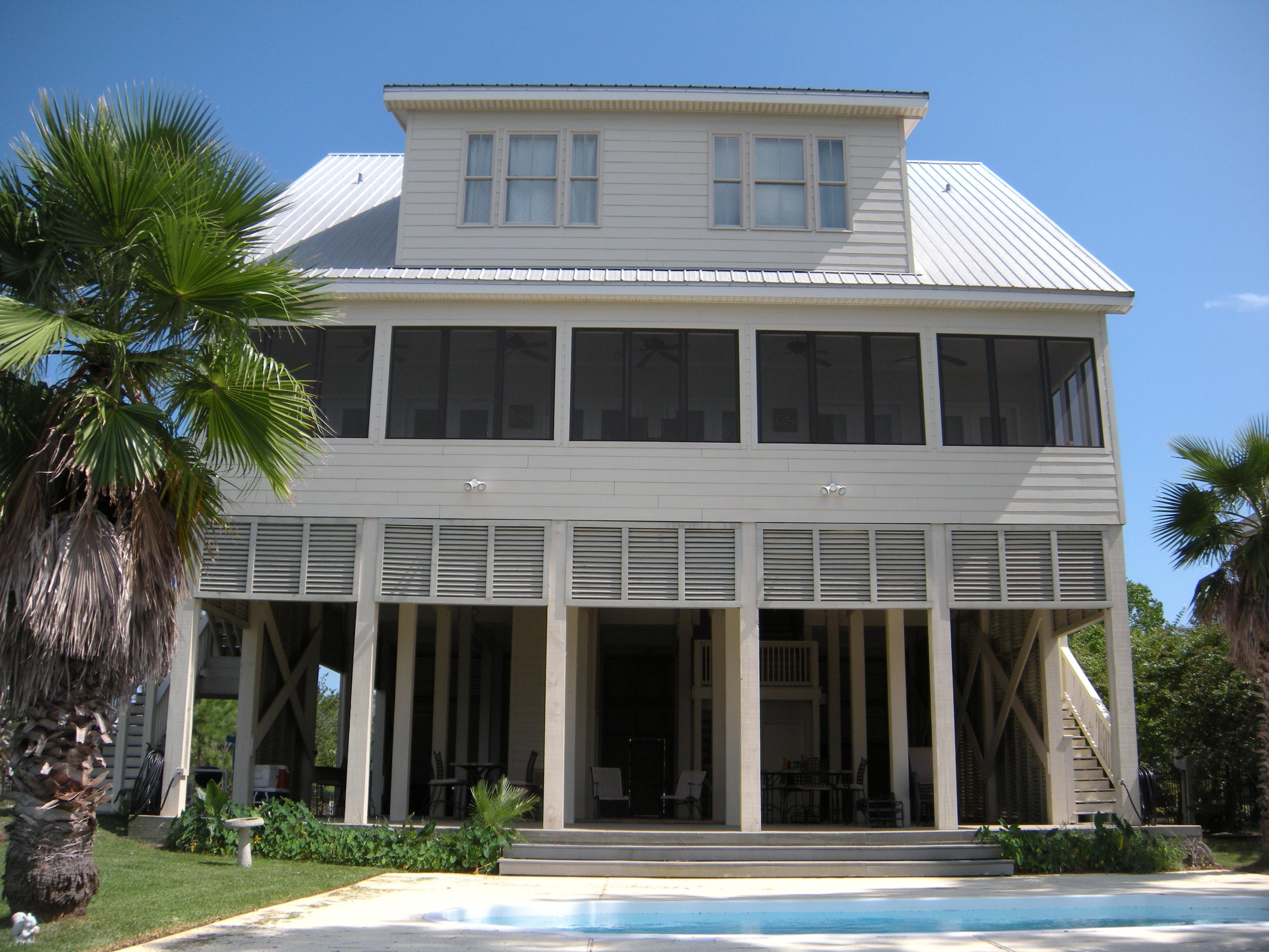 Maison unifamiliale pour l Vente à 595 Sandy Hook Dr Pass Christian, Mississippi 39571 États-Unis