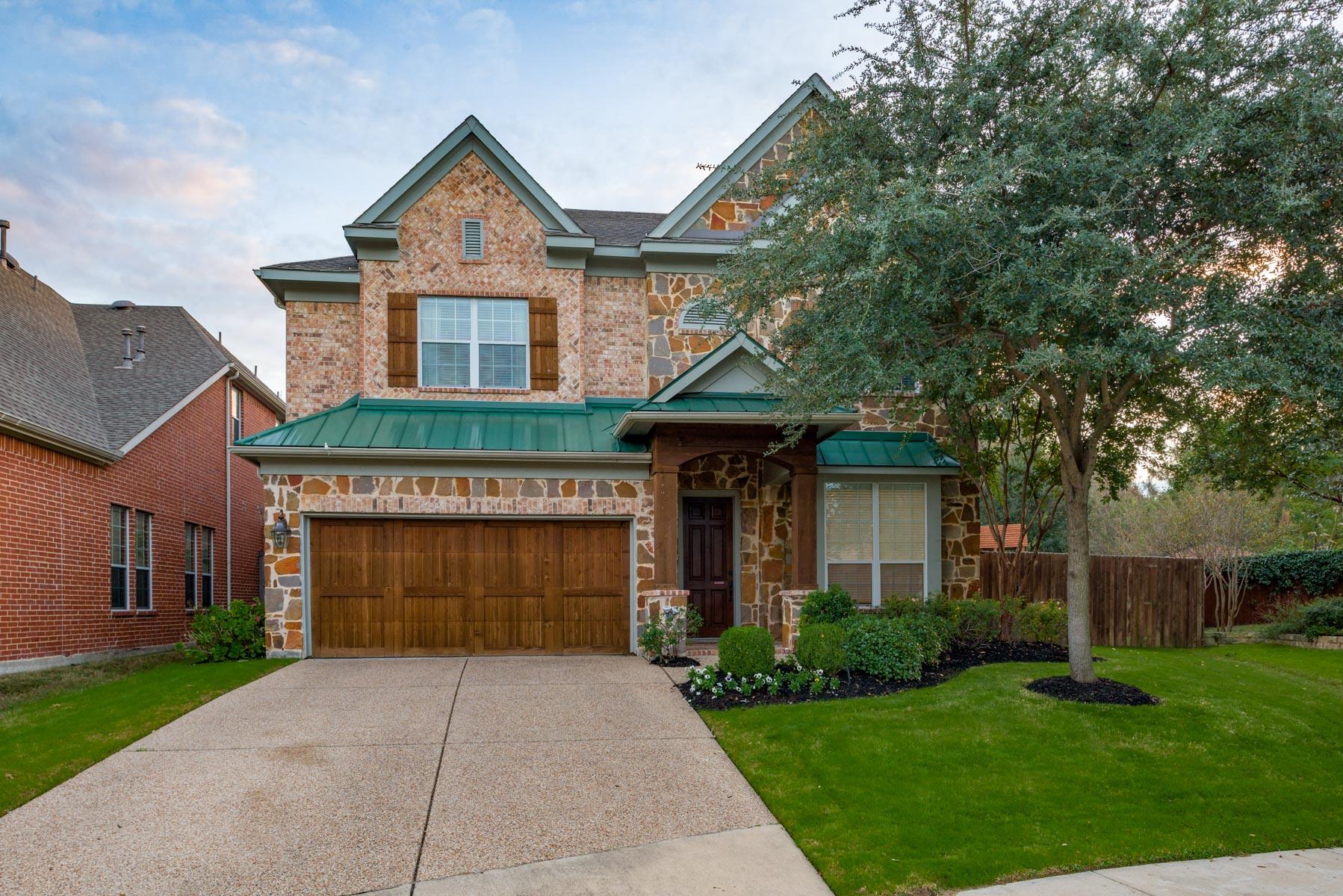 Nhà ở một gia đình vì Bán tại Sizable 4 Bedroom Enclave at Wyrick Estates 10906 Nevis Lane Dallas, Texas, 75218 Hoa Kỳ