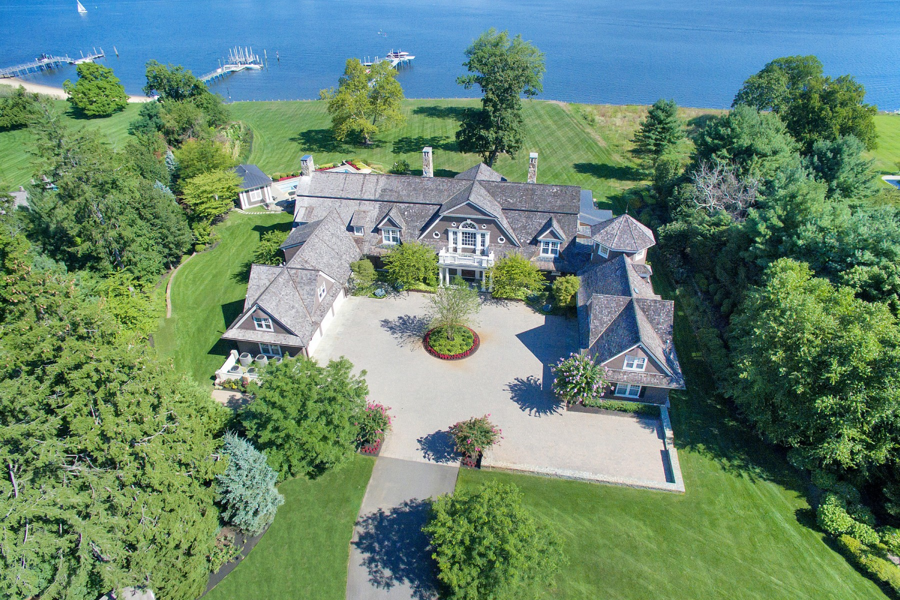 Villa per Vendita alle ore Riverblades Estate 74 West River Road Rumson, New Jersey, 07760 Stati Uniti