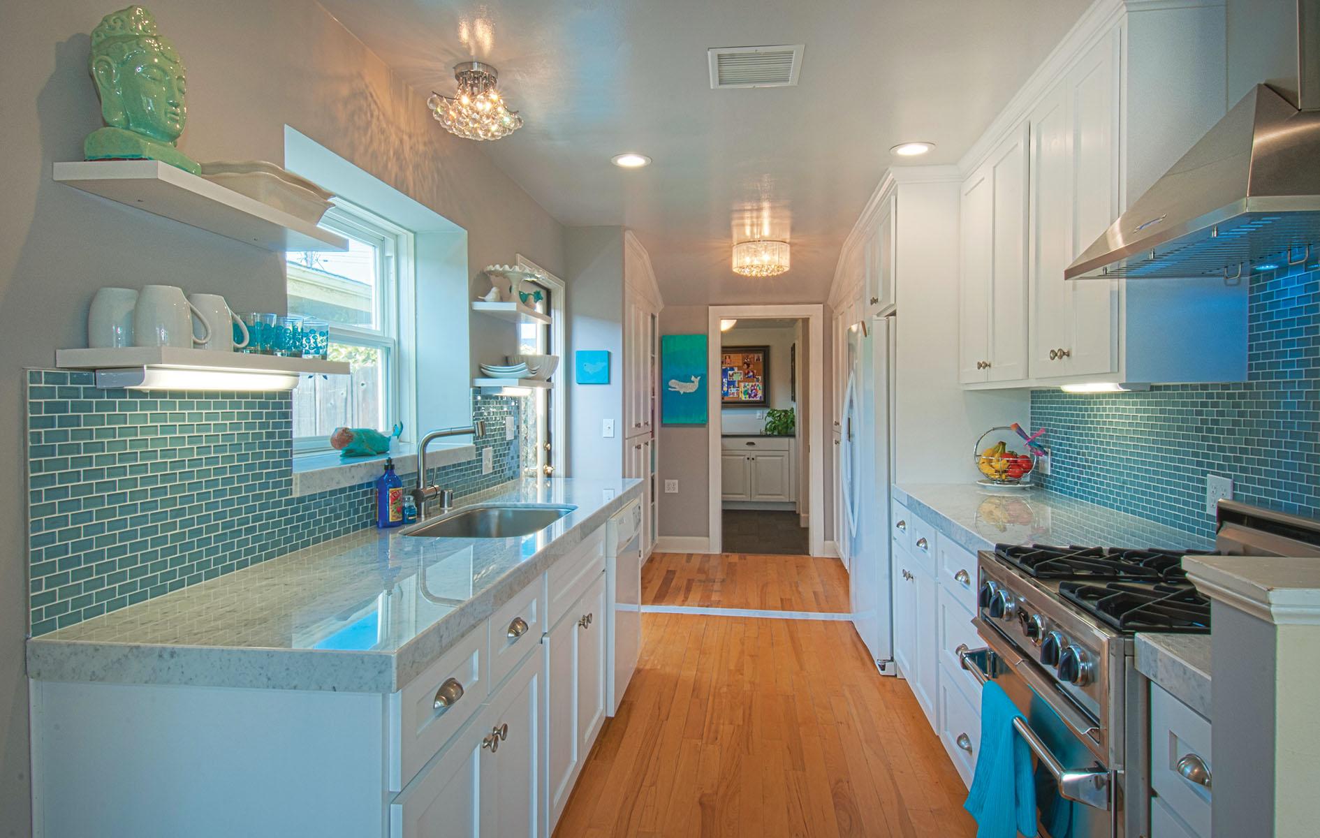 Casa Unifamiliar por un Venta en 411 Irvine Ave Newport Beach, California 92663 Estados Unidos