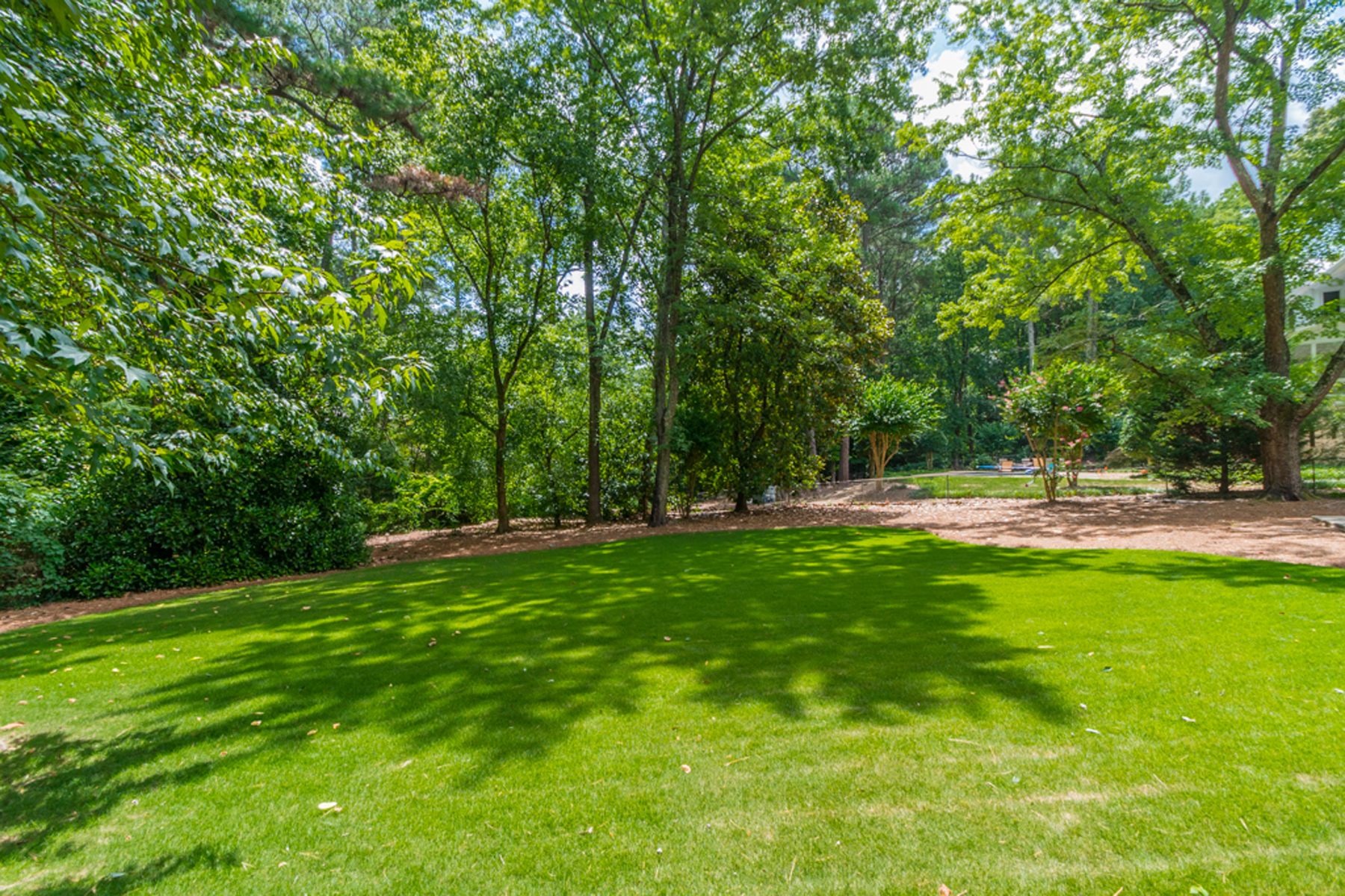 Additional photo for property listing at Large Home In Sought After Riverside 6185 Old Hickory Point Sandy Springs, 조지아 30328 미국