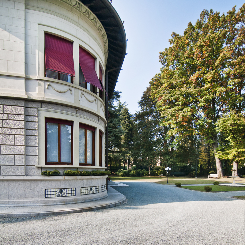 Additional photo for property listing at Splendid 19th century villa with luxury amenities  Tradate, Varese 21049 Italien