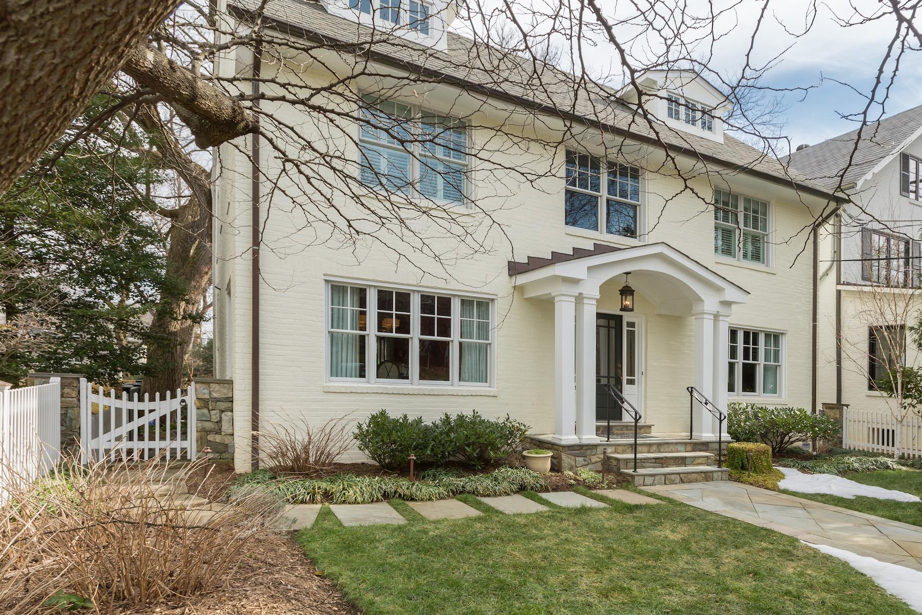 Частный односемейный дом для того Продажа на 2711 36th Street Nw, Washington Washington, Округ Колумбия, 20007 Соединенные Штаты