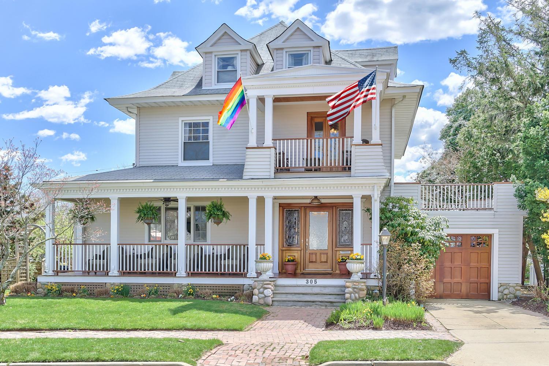 Maison unifamiliale pour l Vente à Elegant Seashore Colonial 305 River Avenue Belmar, New Jersey 07719 États-Unis