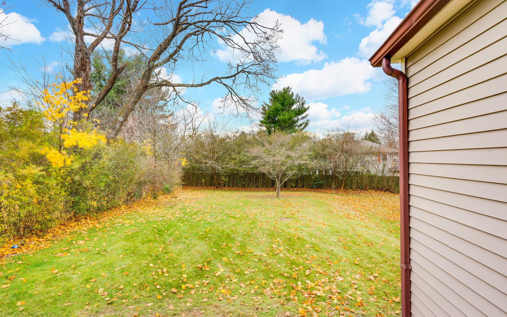 Additional photo for property listing at Updated Cottage in Allenwood! 3021 Atlantic Avenue Allenwood, New Jersey 08720 États-Unis