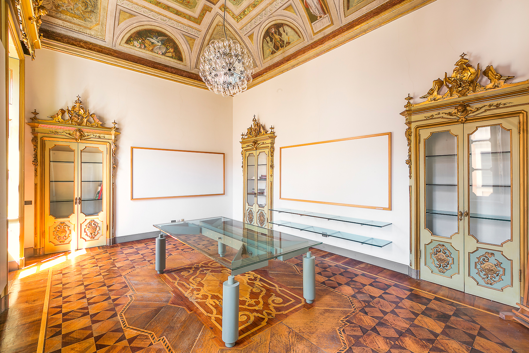 Additional photo for property listing at Exquisite office in the center of Novara Via Negroni Novara, Novara 28100 Italy