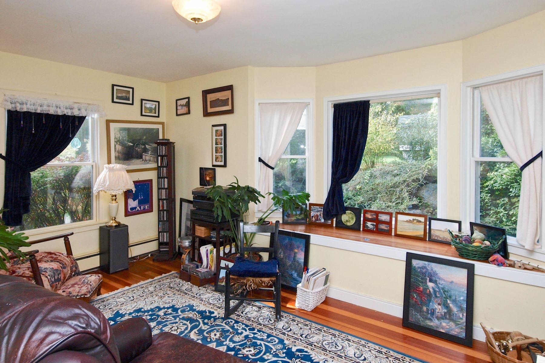 Additional photo for property listing at Post Road 740 Post Road 南金斯顿, 罗得岛 02879 美国