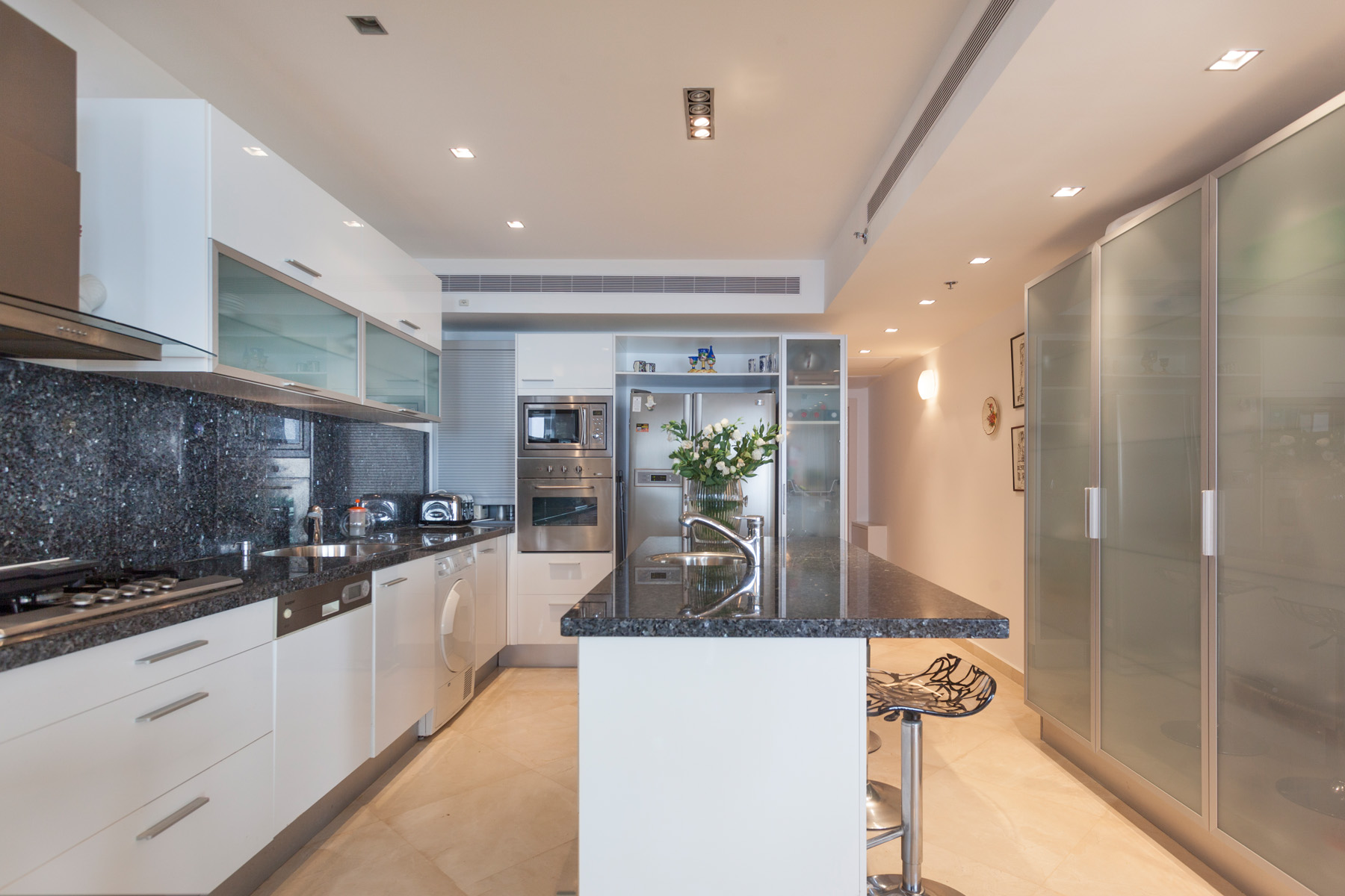 Additional photo for property listing at Refined Seafront Duplex Apartment in Netanya 内坦亚, 以色列 以色列