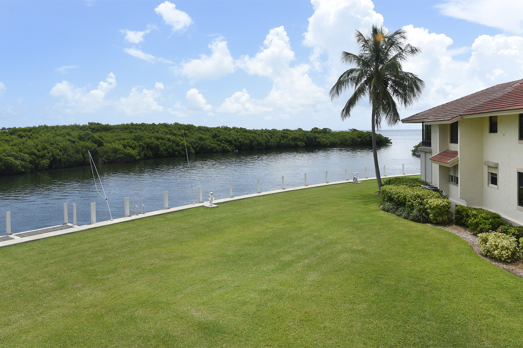 Additional photo for property listing at Beautiful Canalfront Condominium at Ocean Reef 55 Pumpkin Cay Road, Unit B Key Largo, Florida 33037 Stati Uniti