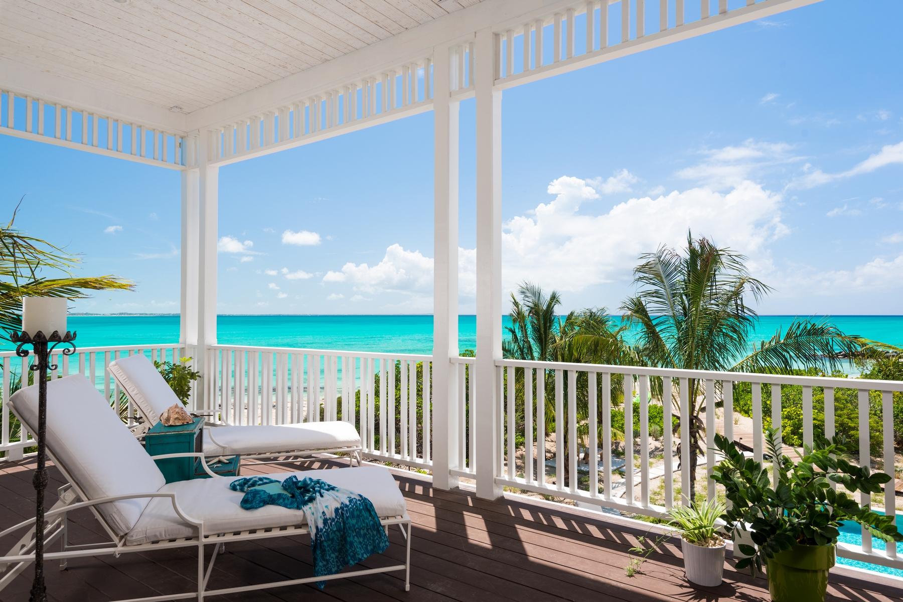 Additional photo for property listing at Saving Grace - Luxurious Beachfront Villa  格蕾斯湾, 普罗维登夏 TCI BWI 特克斯和凯科斯群岛