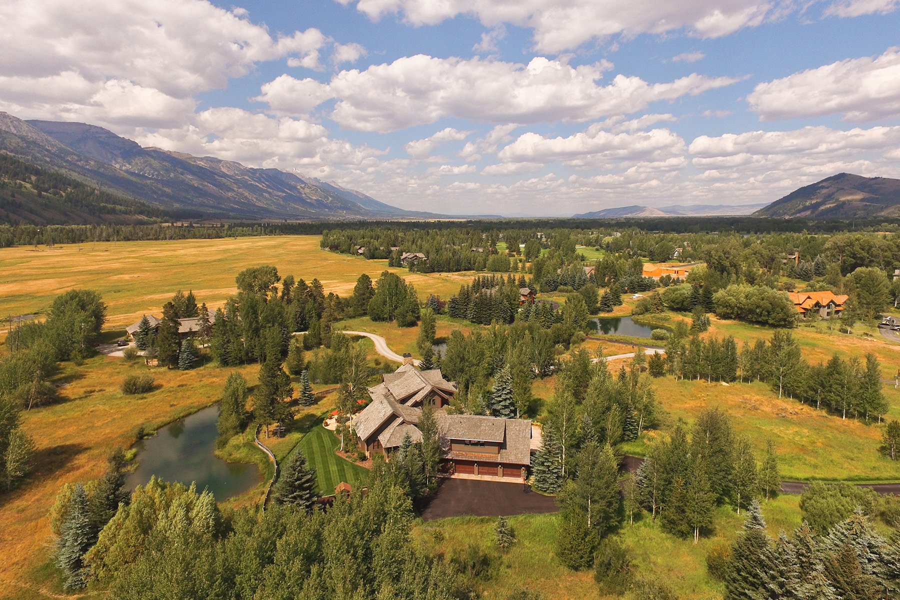 Maison unifamiliale pour l Vente à Beautiful 6 Bedroom Home in Willowbrook 4655 Willowbrook Lane Wilson, Wyoming, 83014 Jackson Hole, États-Unis
