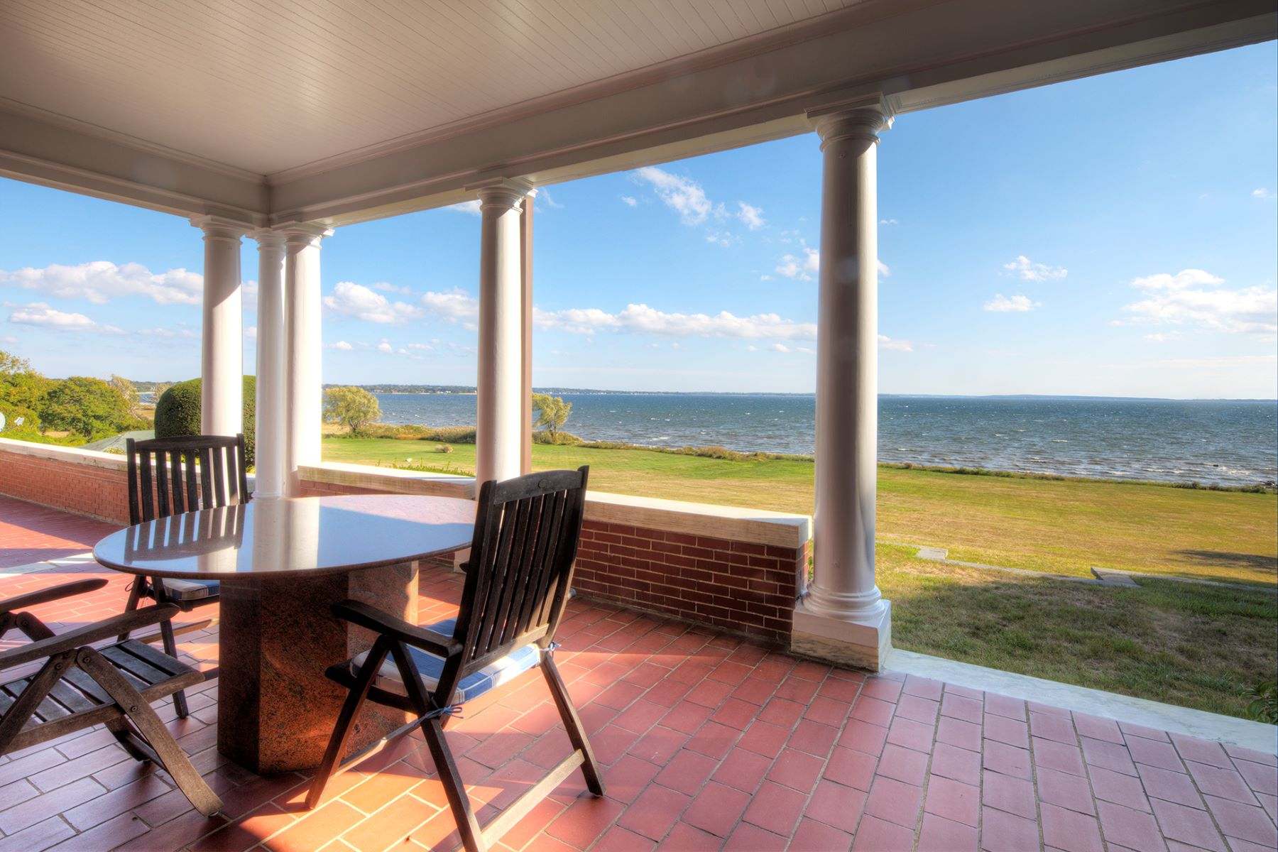 Additional photo for property listing at Classic Waterfront Estate 115 Nayatt Road Barrington, Rhode Island 02806 Estados Unidos