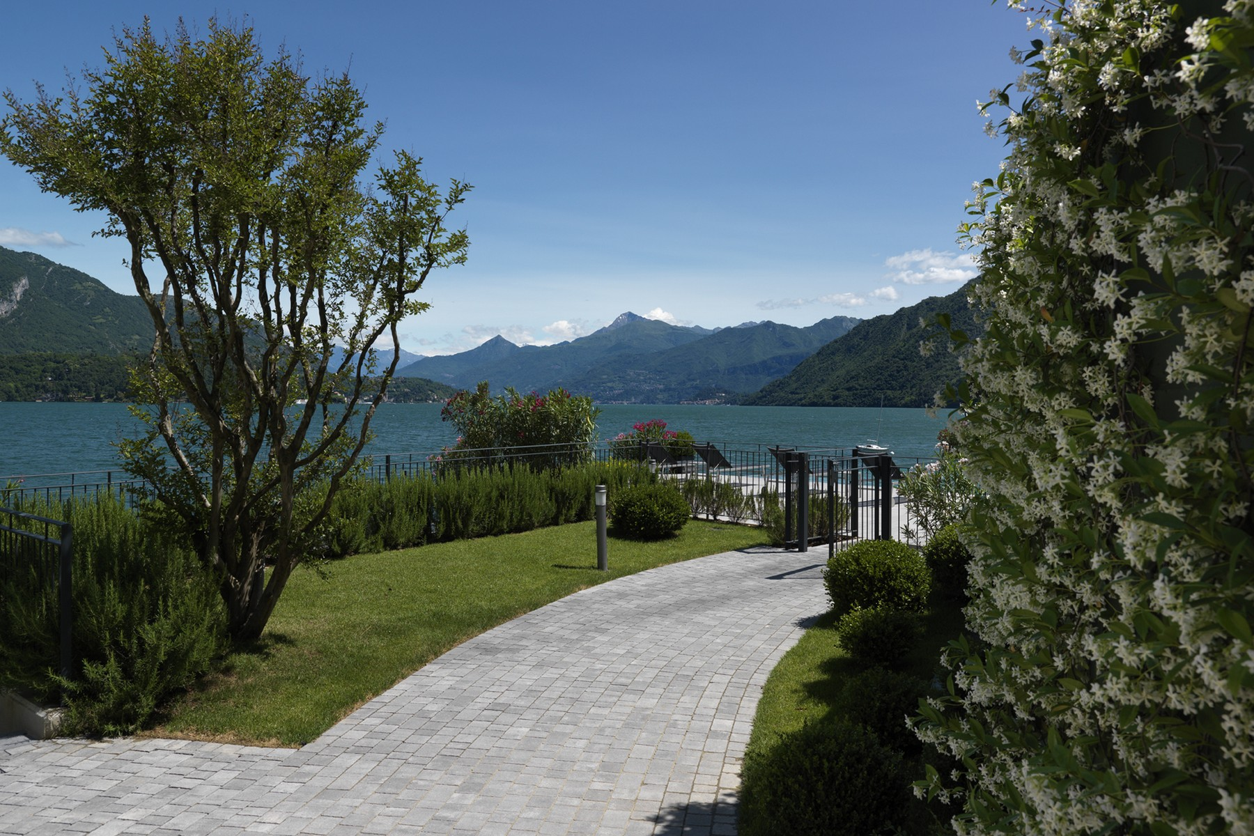 Additional photo for property listing at Splendid semi-independent villa directly on the lake Località Bagnana Lezzeno, Como 22025 Italien