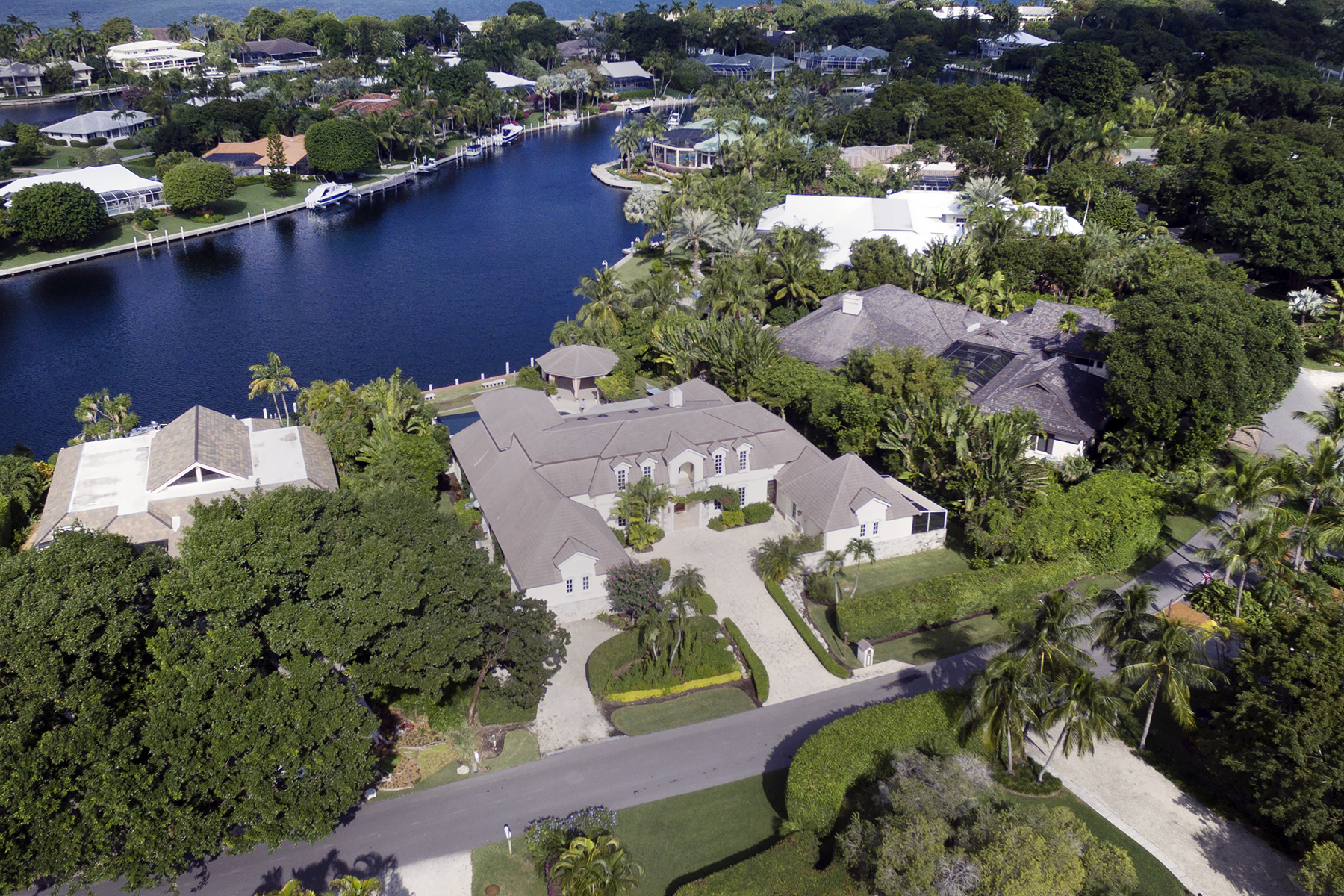 Additional photo for property listing at Expansive Waterfront Home at Ocean Reef 25 Bay Ridge Road Key Largo, Florida 33037 Hoa Kỳ
