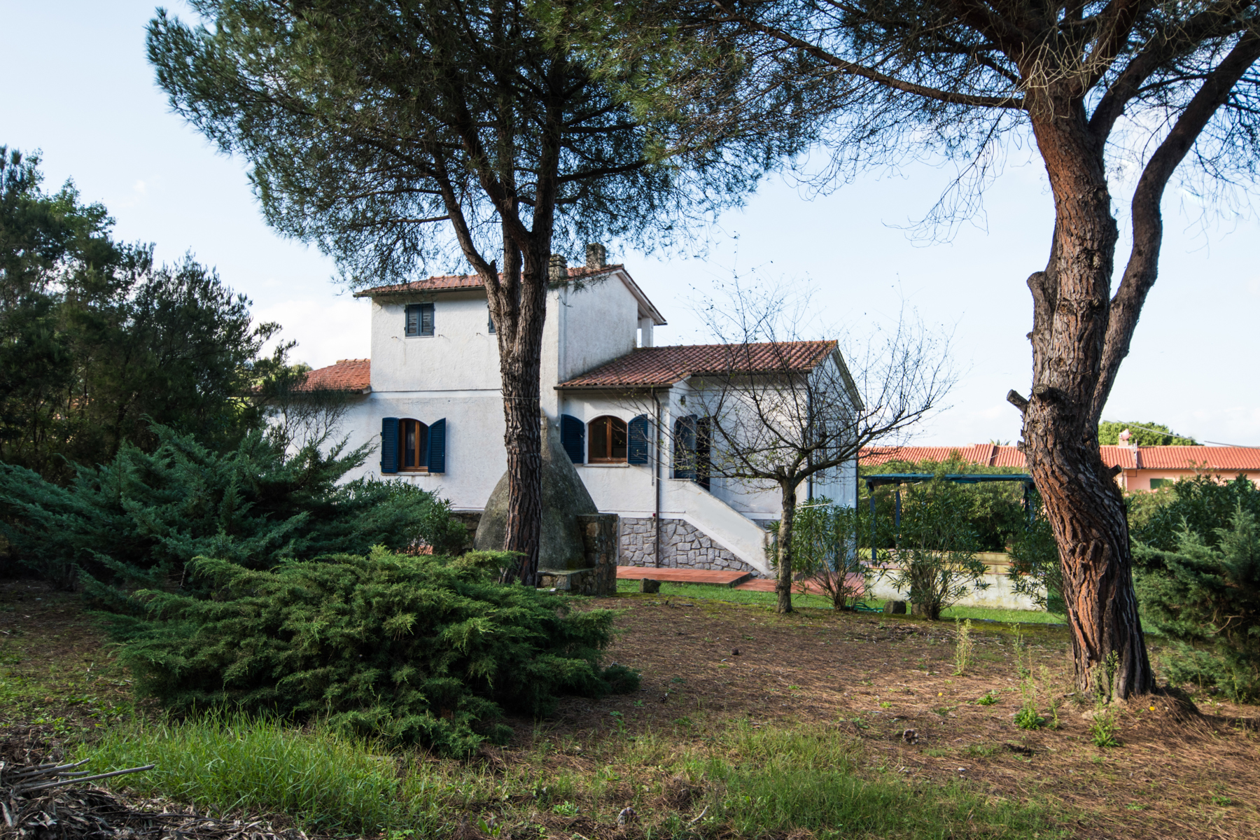 Additional photo for property listing at Detached villa nestled within fenced garden Via di Campo all'Aia Marciana, Livorno 57033 Italia