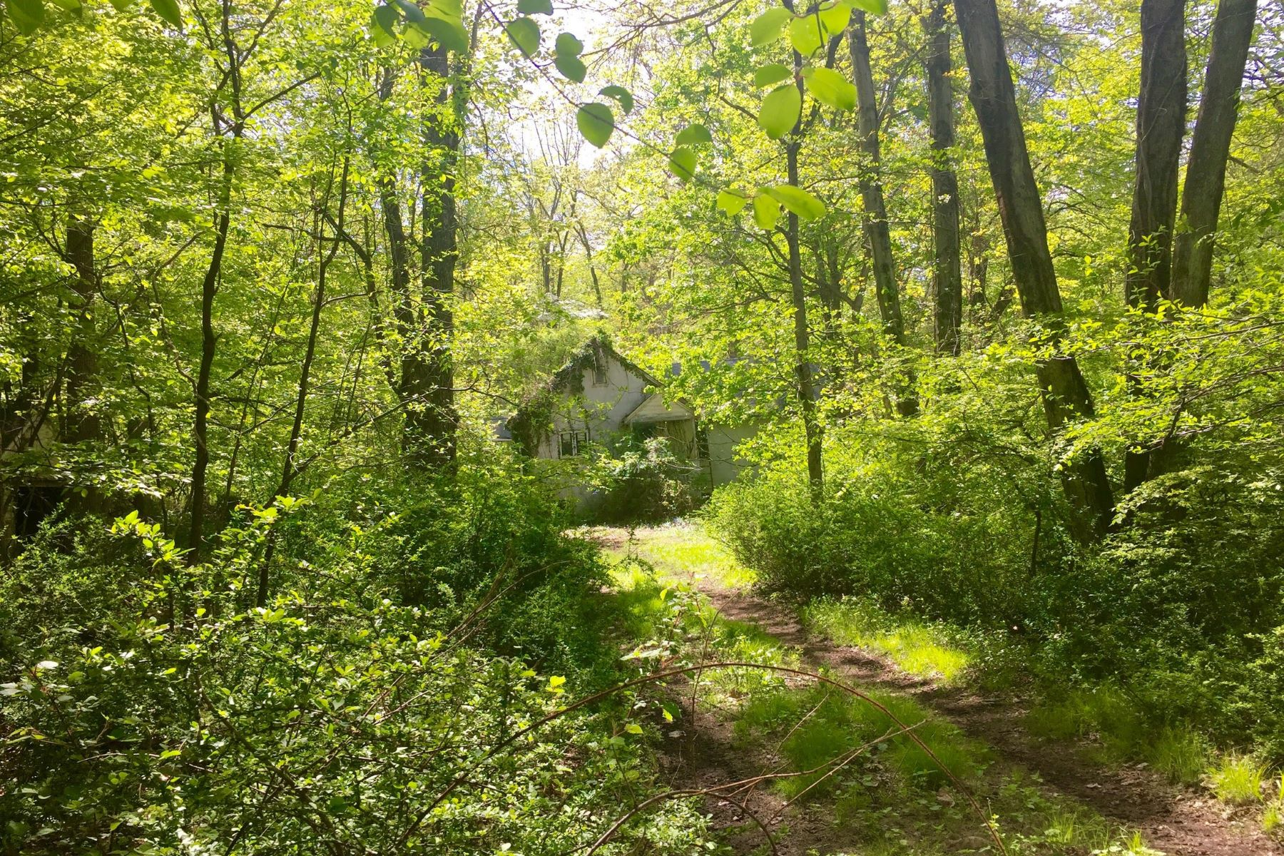 Single Family Home for Sale at Peaceful Sanctuary 160 South Mountain Rd New City, New York 10956 United States
