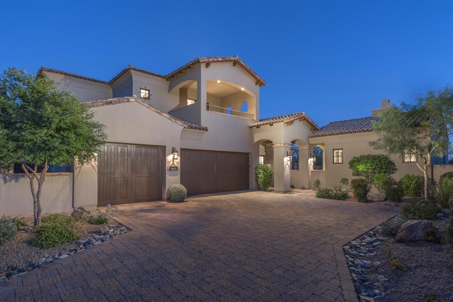 Single Family Home for Sale at Fabulous home features stunning mountain views 3975 E Sierra Vista Dr Paradise Valley, Arizona, 85253 United States