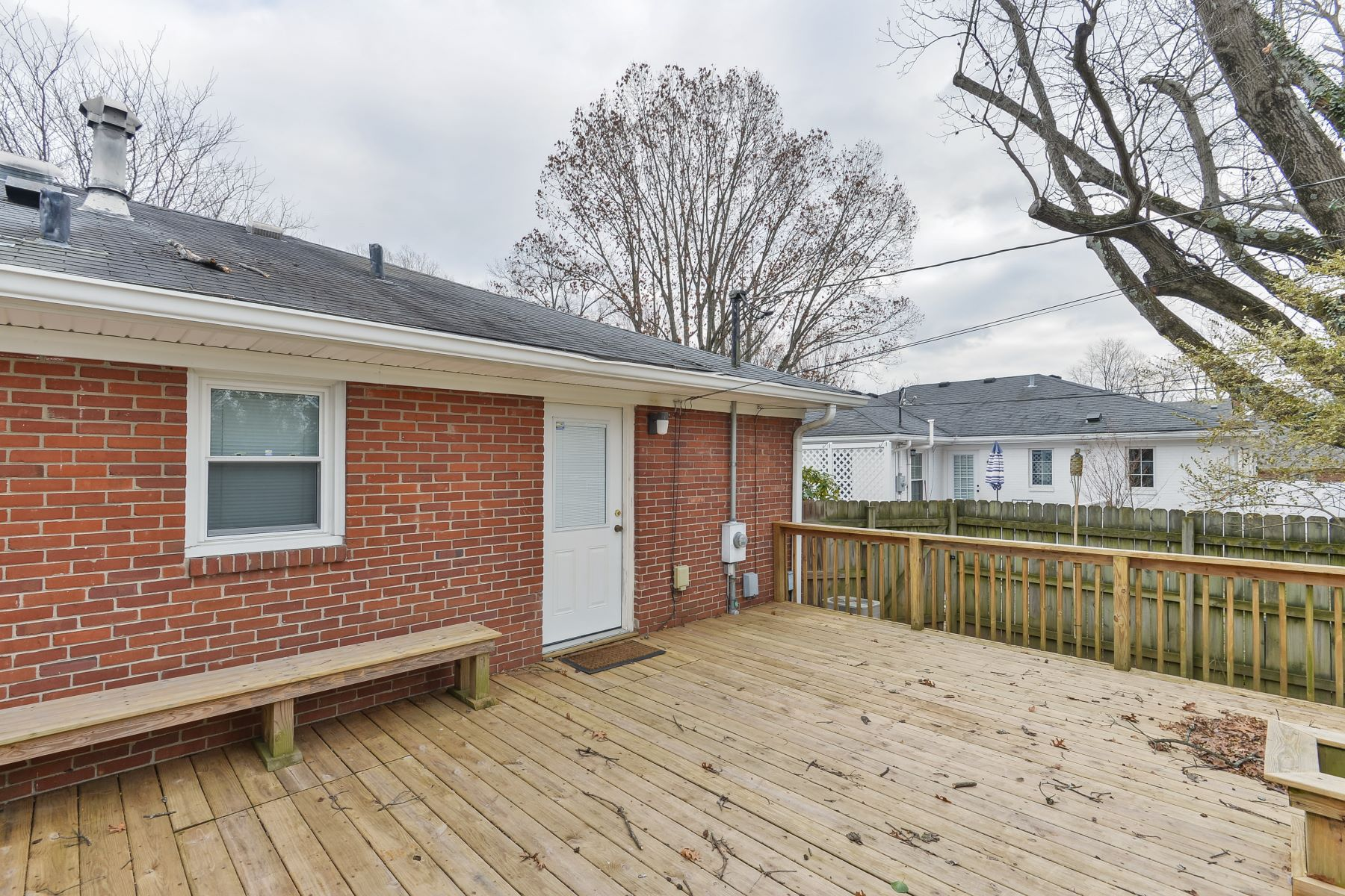 Additional photo for property listing at 702 Cannons Lane  Louisville, Kentucky 40207 United States