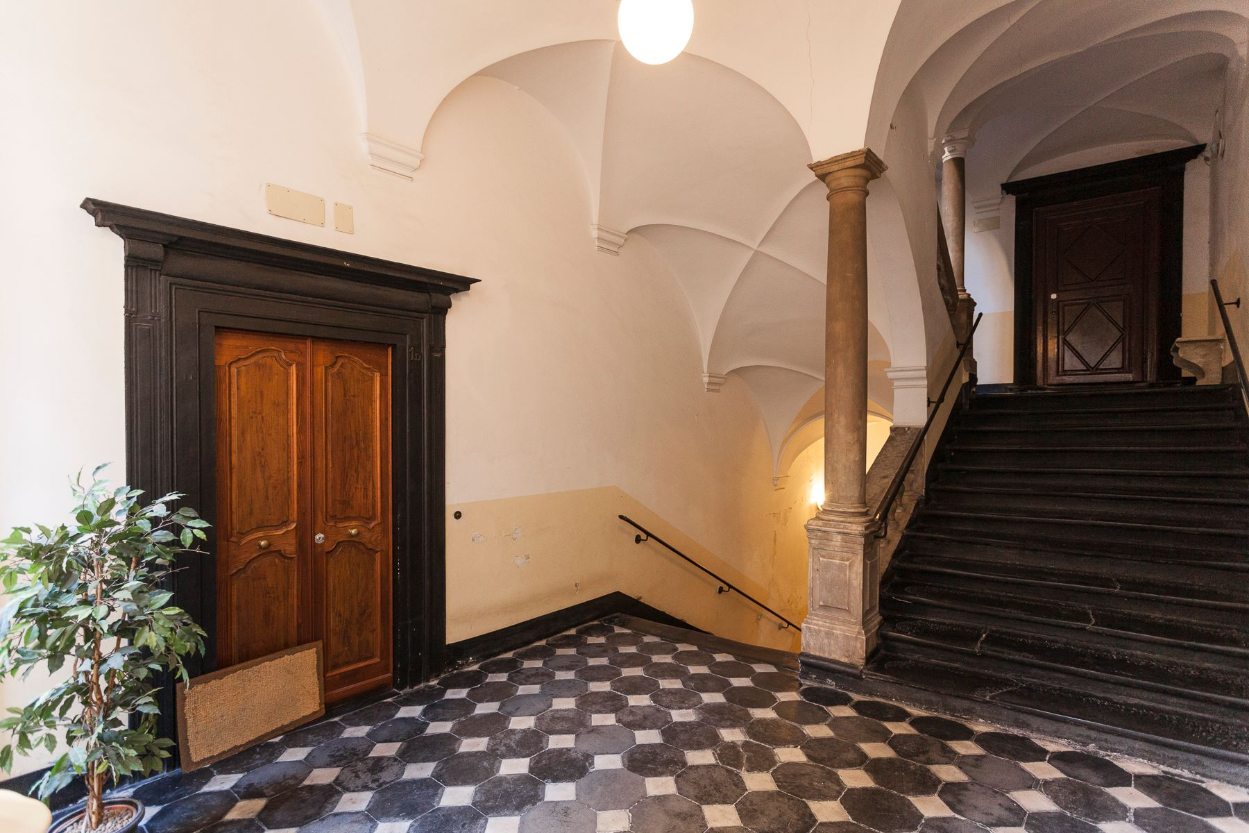 Additional photo for property listing at Highly representative apartment Piazza Ferretto Genova, Genoa 16123 Italien