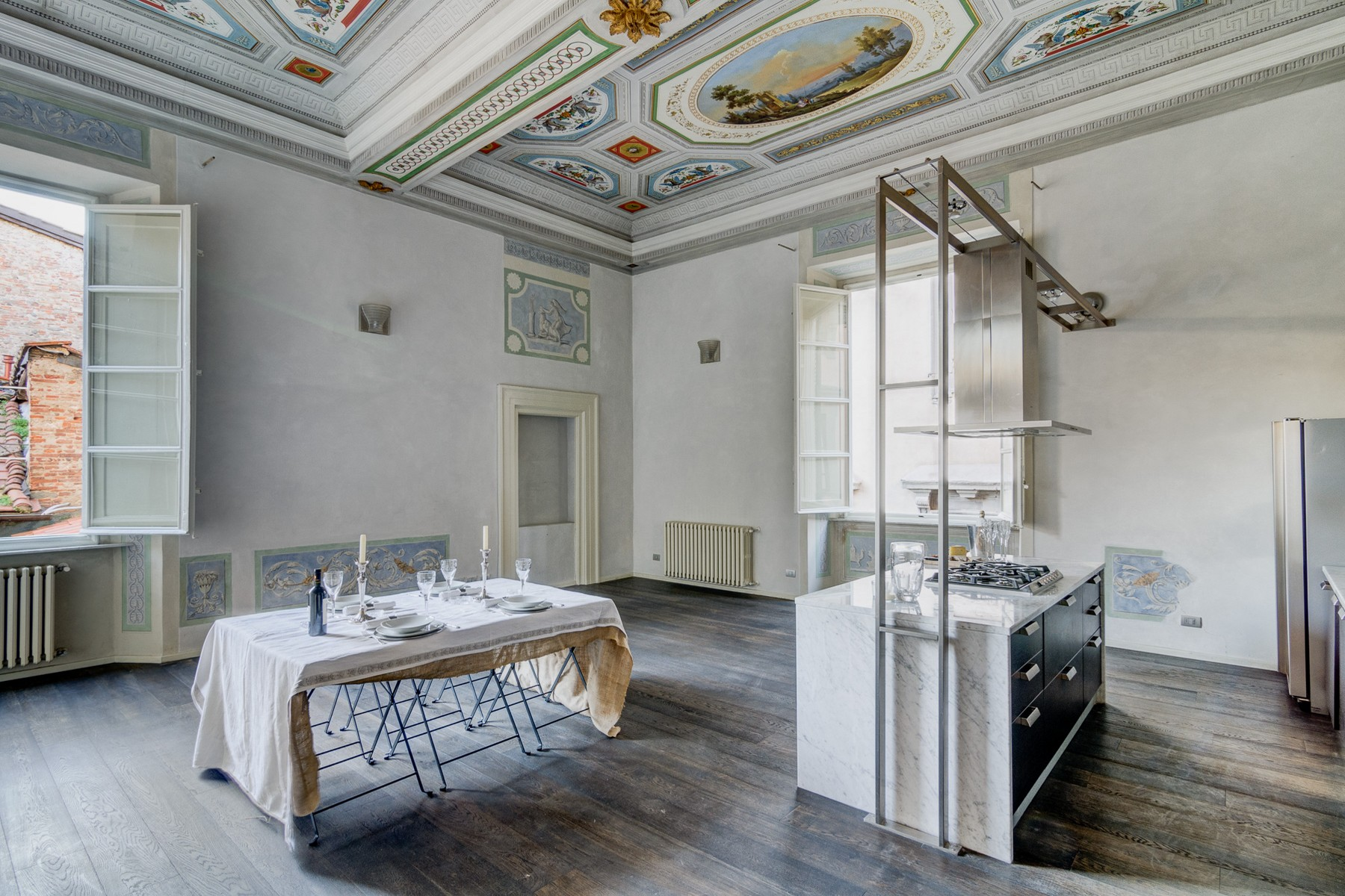 Additional photo for property listing at Exclusive and elegant apartment Via San Giorgio Lucca, Lucca 55100 Italien