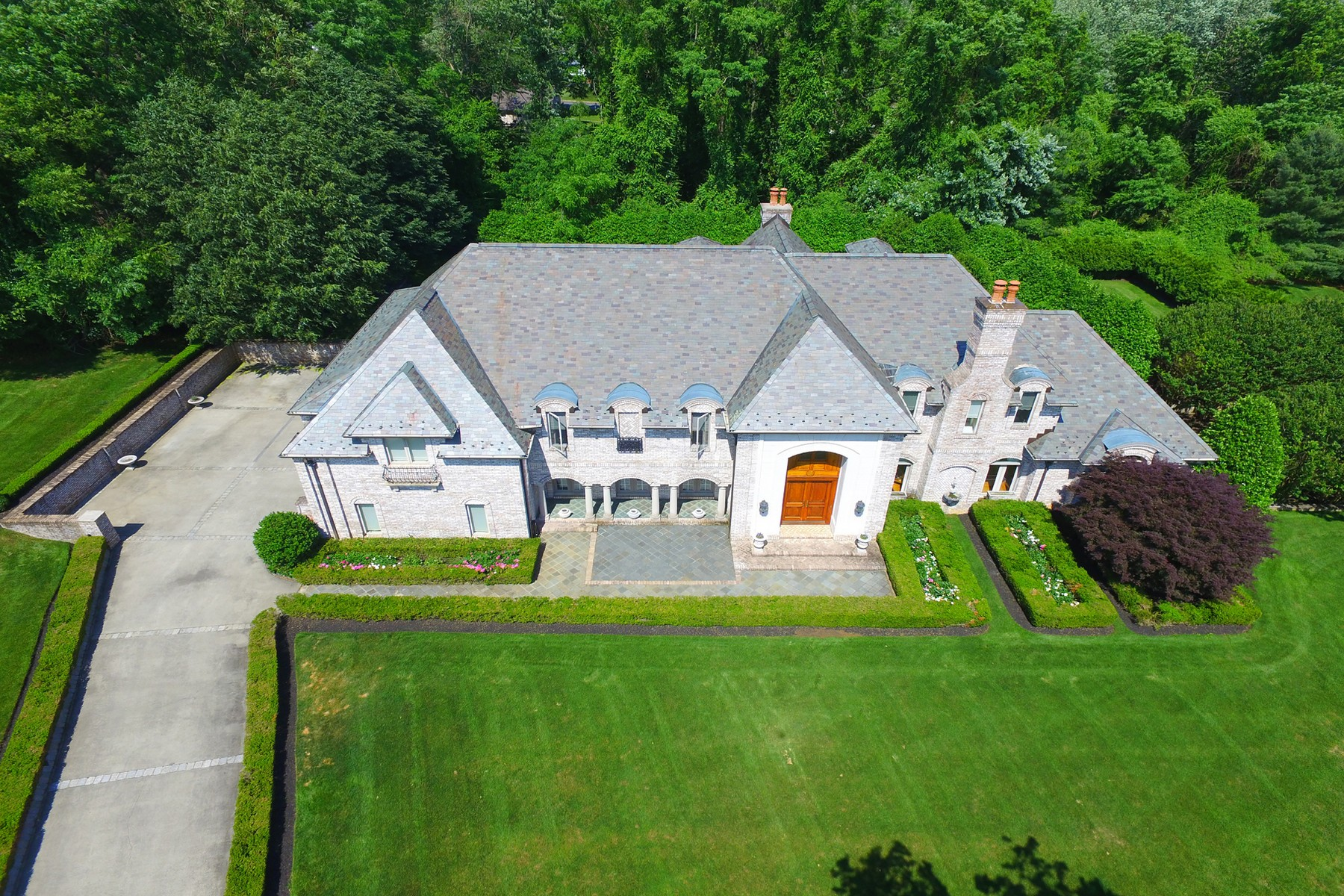 Maison unifamiliale pour l Vente à French Country Manor 14 Brandywine Ln Colts Neck, New Jersey, 07722 États-Unis