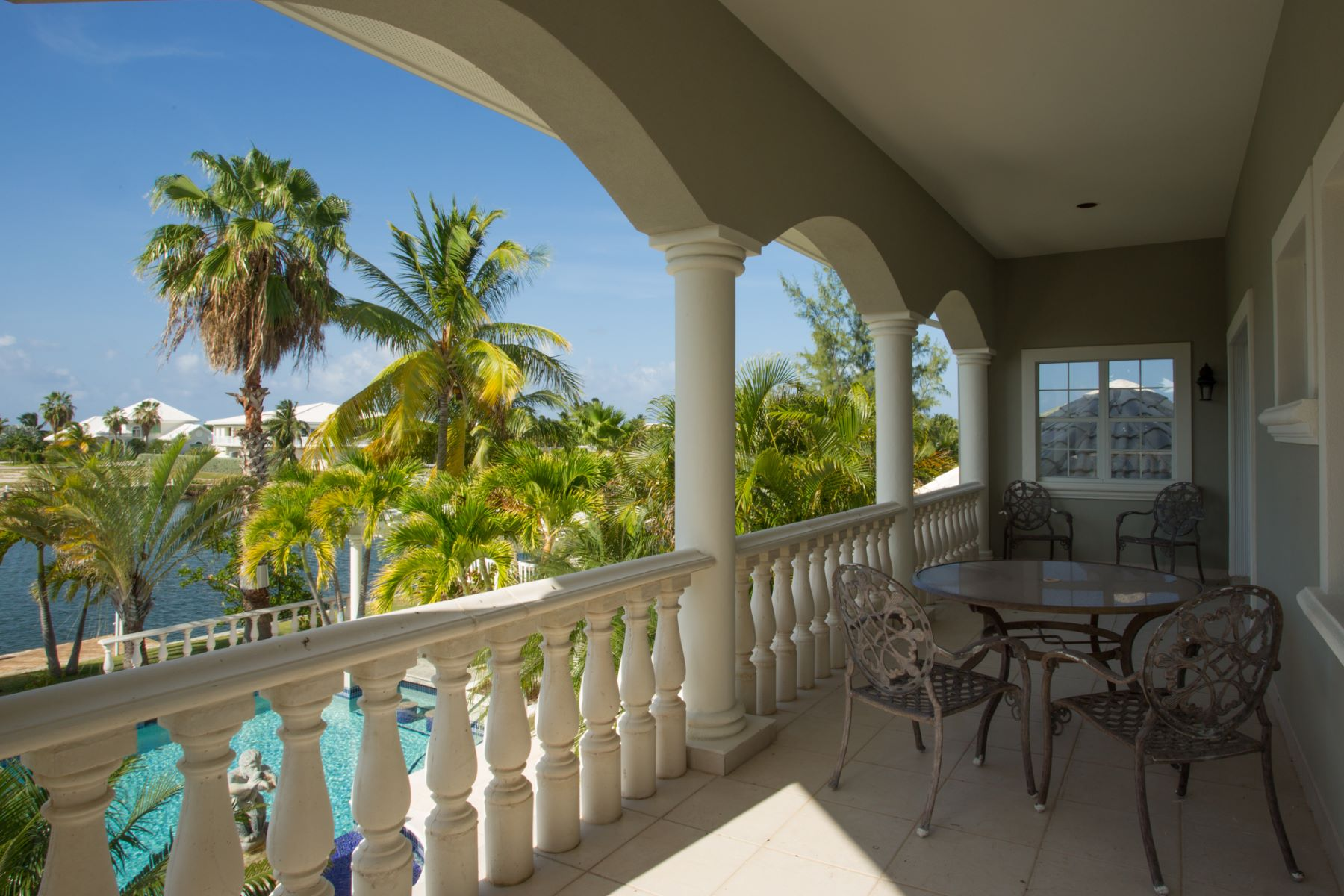 Additional photo for property listing at Canal front luxury home Shoreview Point 73 The Shores West Bay, Gran Caimán KY1 Islas Caimán