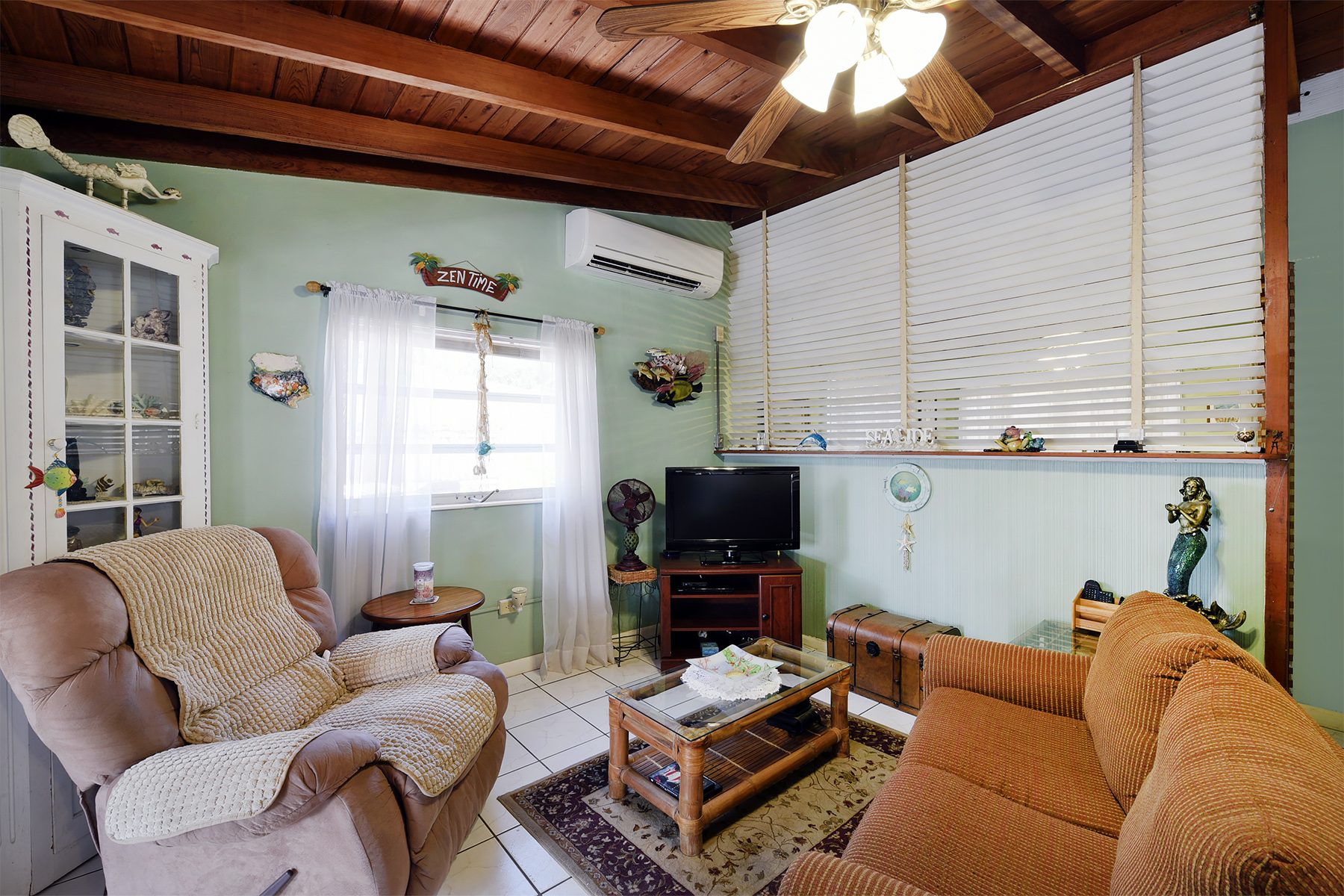 Additional photo for property listing at Ground Level Canalfront Home 28 Jean La Fitte Drive Key Largo, Florida 33037 United States