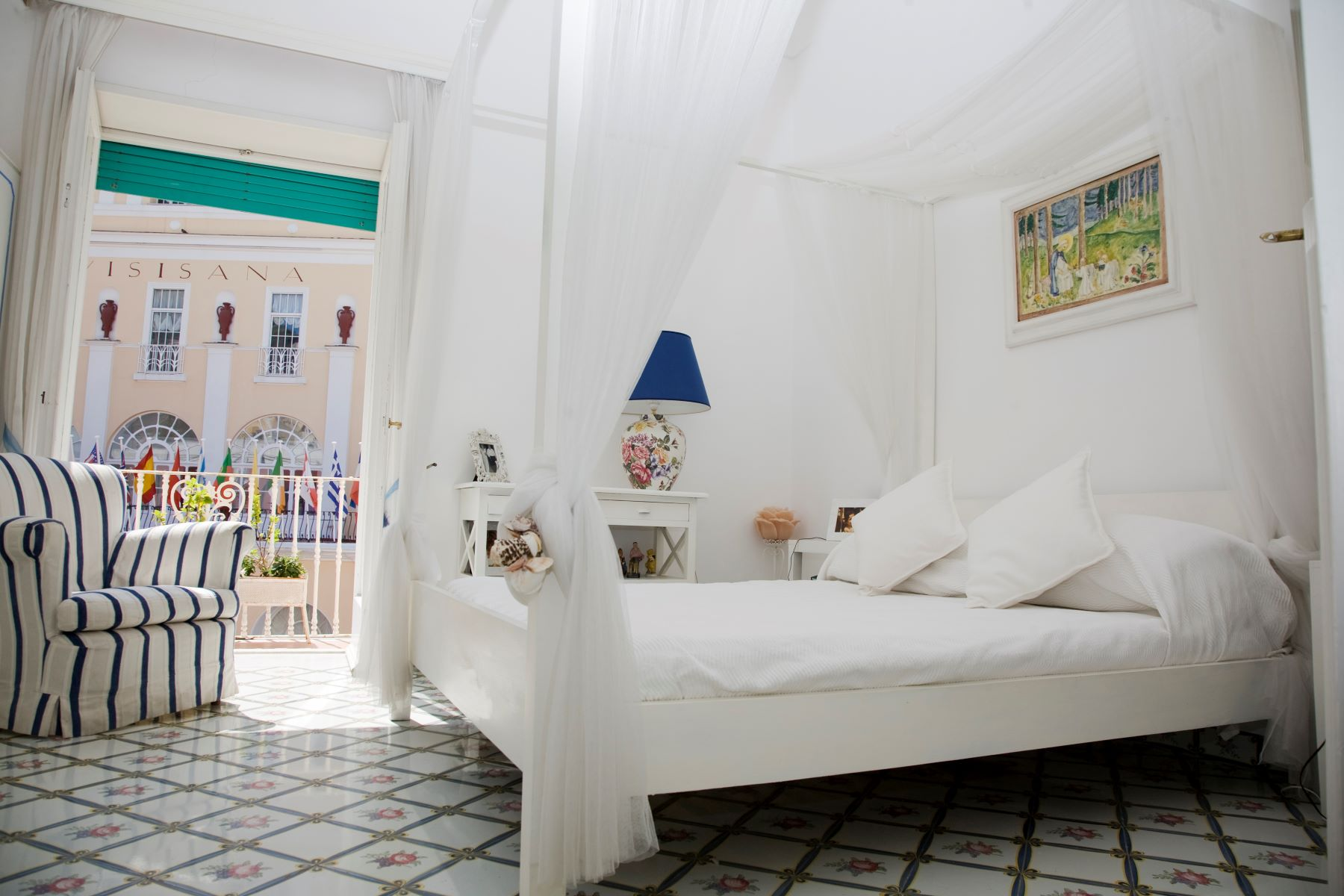 Additional photo for property listing at Beautiful apartment in Via Camerelle in Capri  Capri, Naples 80073 Italy