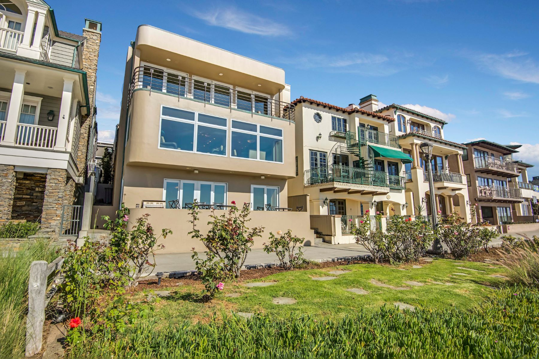 Single Family Home for Sale at Oceanfront Living 3416 The Strand Manhattan Beach, California, 90266 United States