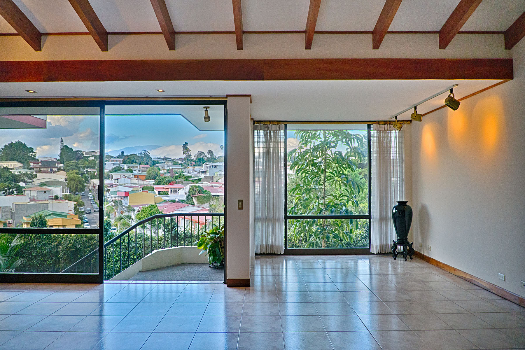 Additional photo for property listing at Private Home los Yoses San Jose, San Jose Costa Rica