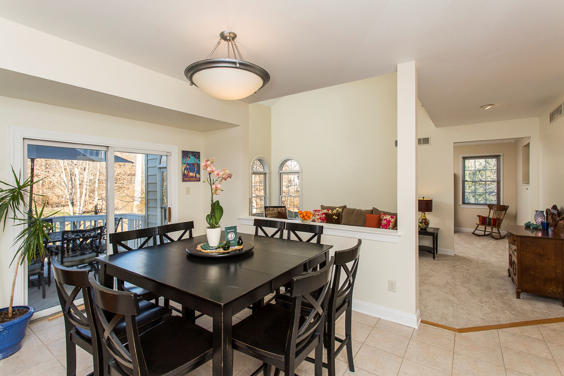 Additional photo for property listing at Shows Like a Model Home!  - Lawrence Township 14 Belleview Terrace Princeton, Nueva Jersey 08540 Estados Unidos