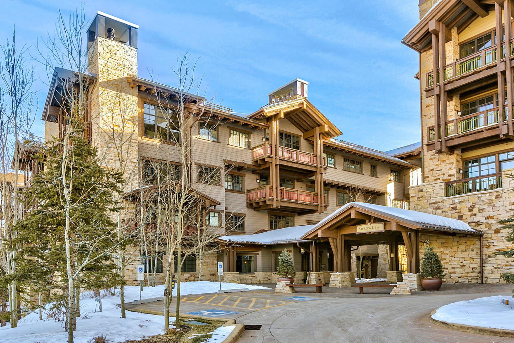 Condominio por un Venta en East West Ski-In/Ski-Out 8880 Empire Club Dr #416 Park City, Utah, 84060 Estados Unidos