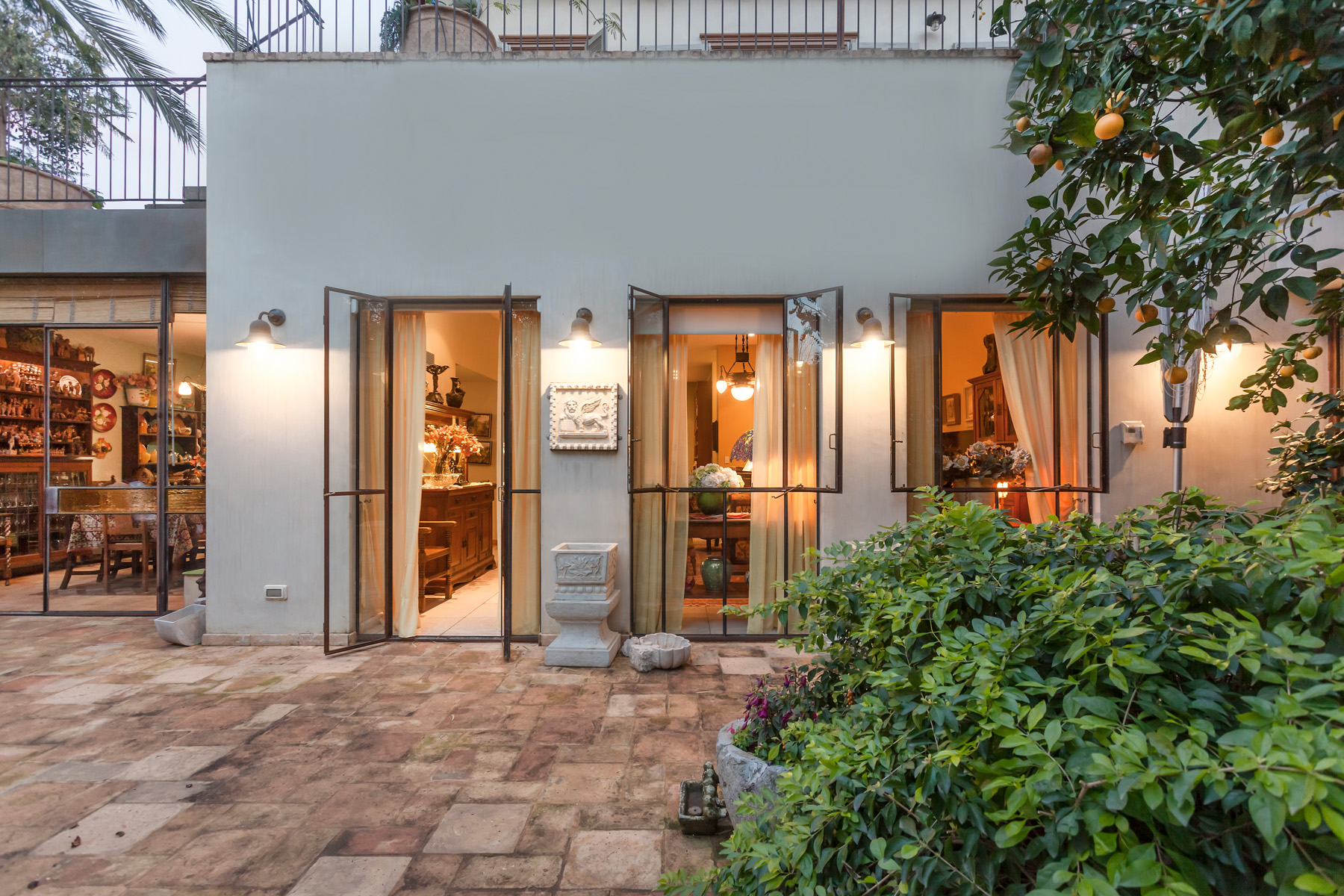 Additional photo for property listing at An Eclectic Antique Style Home Tel Aviv, Israel Israel