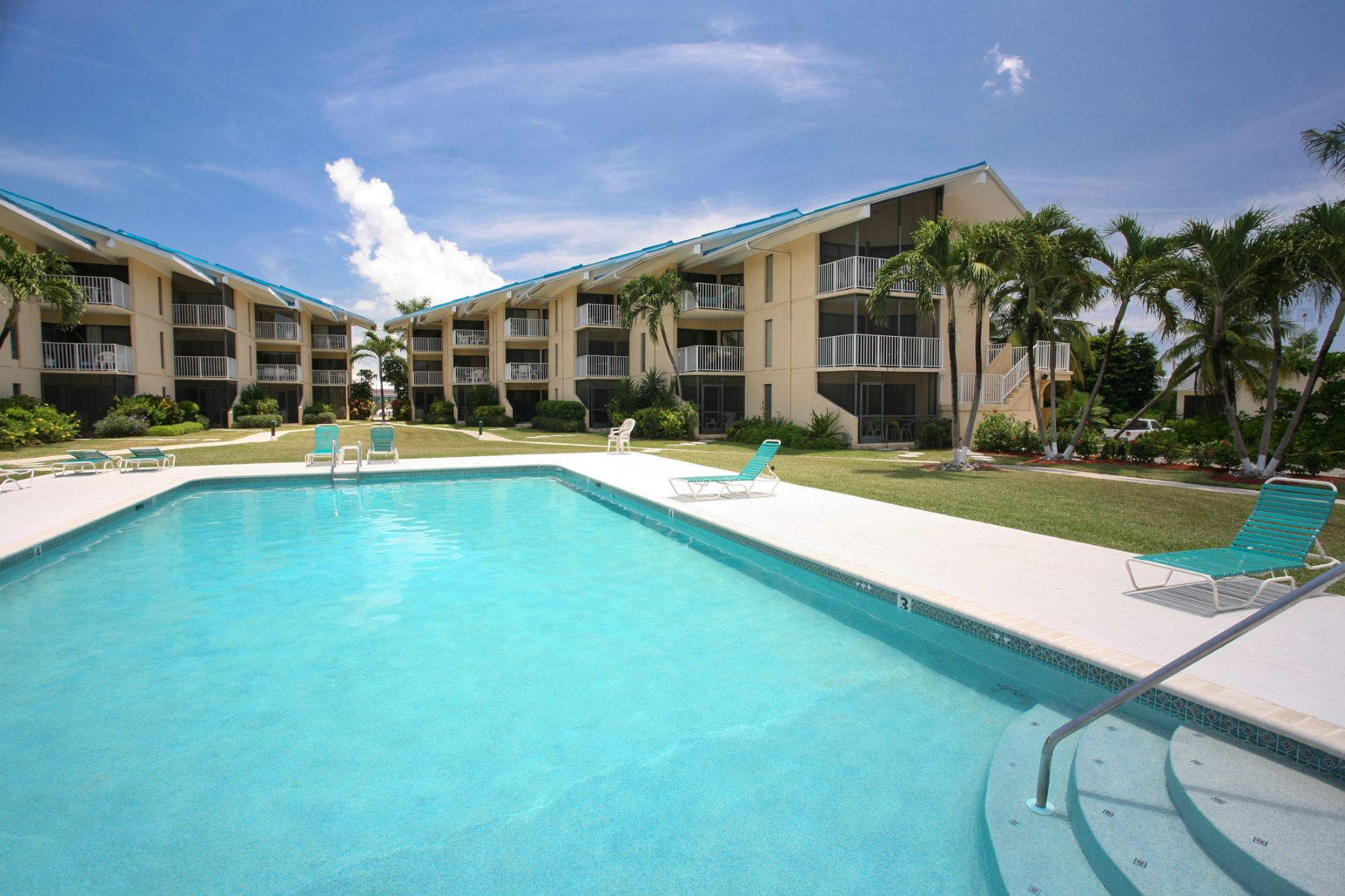 Additional photo for property listing at Cayman Reef Resort Seven Mile Beach,  Cayman Islands