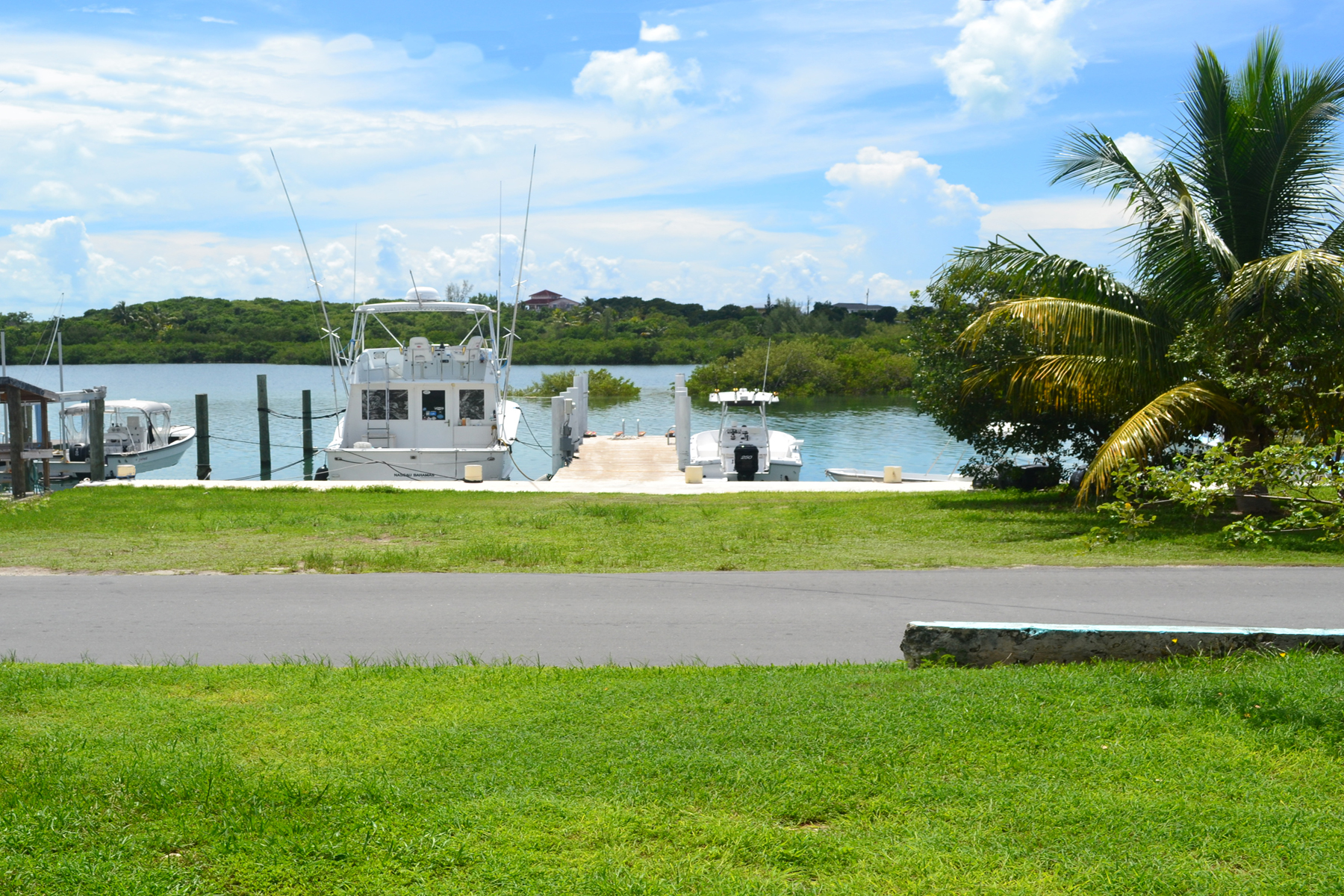 Terreno por un Venta en Harbourside Dock Property with Vacant Lot Spanish Wells, Eleuthera Bahamas