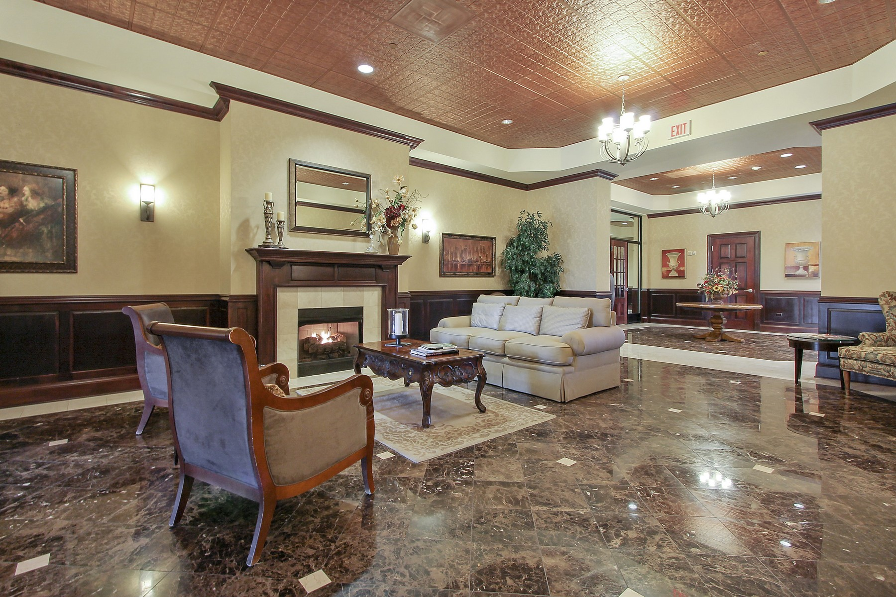 Additional photo for property listing at A Very Rare Find In Suburban Chicago 50 N Plum Grove Road Unit 701E Palatine, Illinois 60067 United States