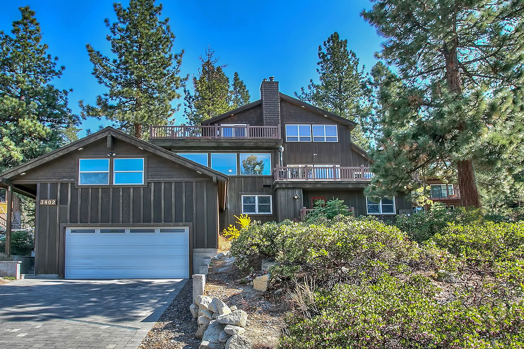 واحد منزل الأسرة للـ Sale في 3802 Lucinda Court 3802 Lucinda Court South Lake Tahoe, California 96150 United States