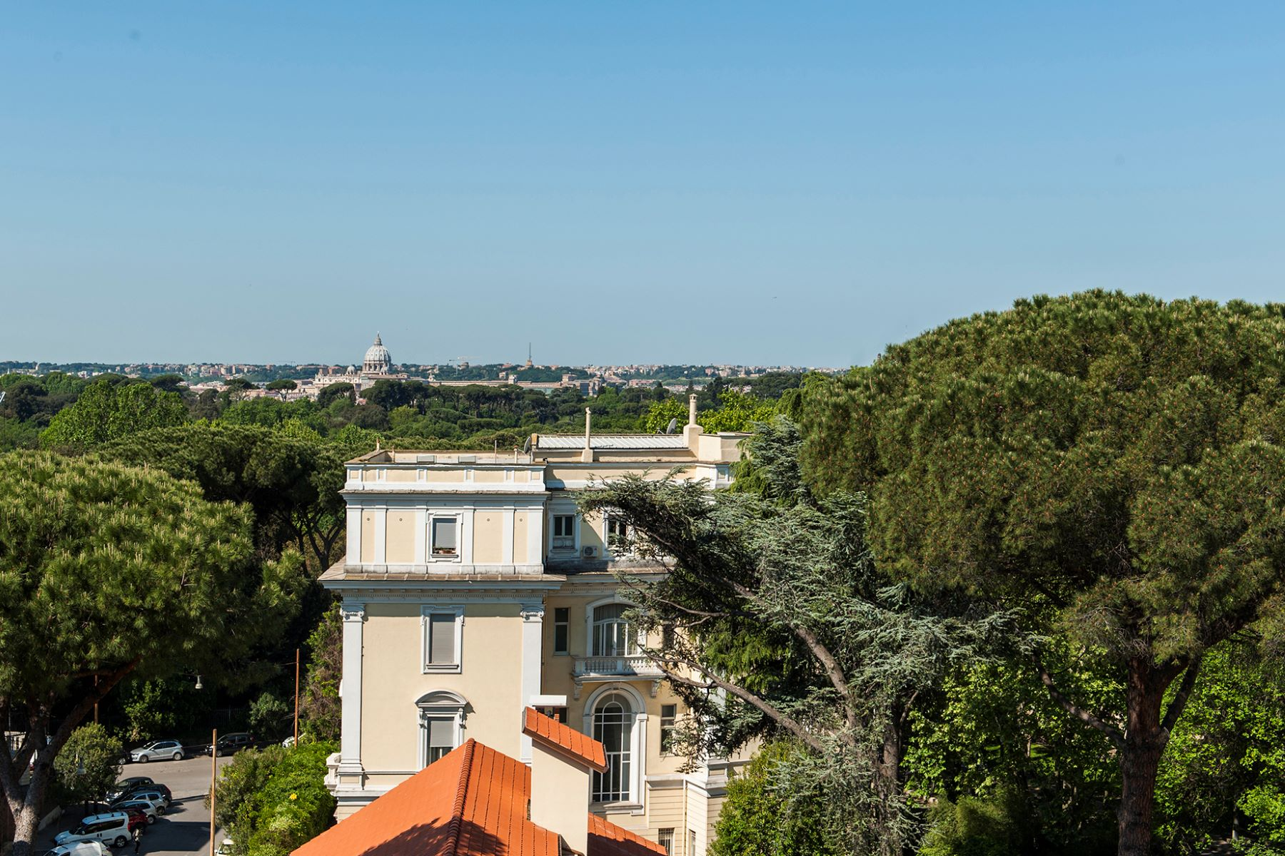 Additional photo for property listing at Beautiful penthouse with panoramic views Rome, Rome Italie