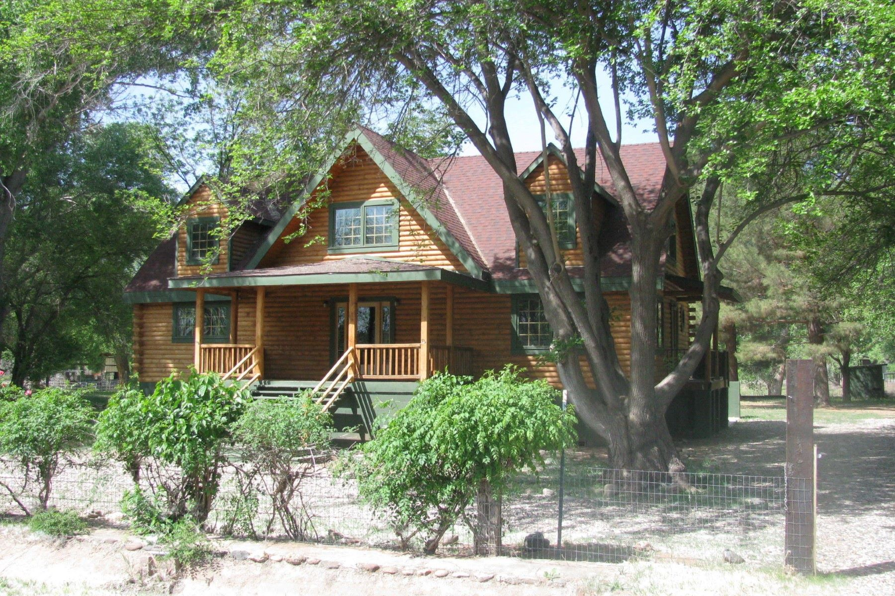 Single Family Home for Sale at Highly profitable log cabin 1576 N Rustler Tr Camp Verde, Arizona, 86322 United States
