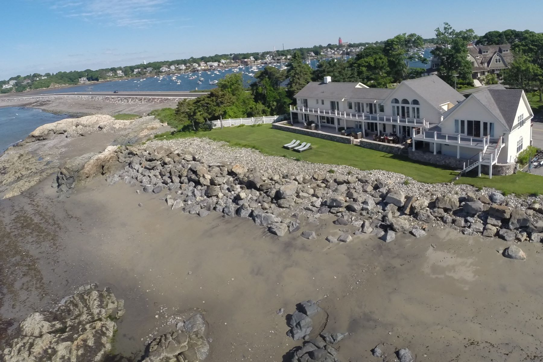 Additional photo for property listing at Spectacular Beach Front Contemporary Home 201 Ocean Avenue Marblehead, Massachusetts 01945 United States