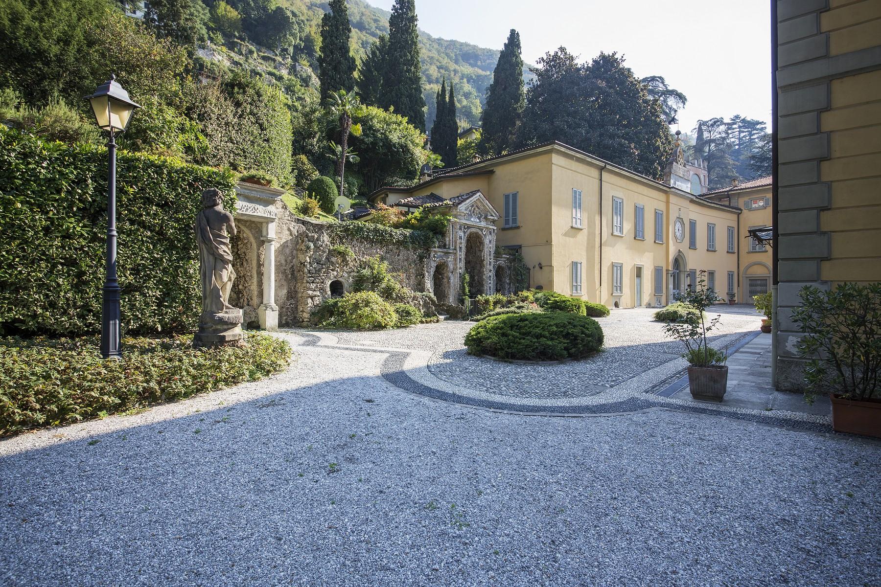 Additional photo for property listing at Elegant apartment in Villa Taverna via Roma Torno, Como 22020 Italia