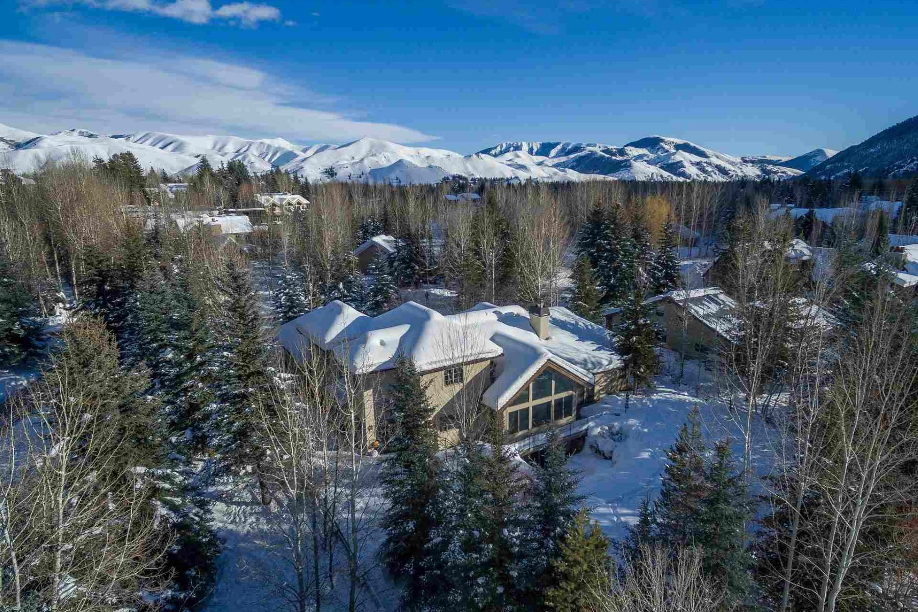 Additional photo for property listing at Rarely Available Estate Caliber Home 1100 W Canyon Run Blvd. Ketchum, Idaho 83340 États-Unis