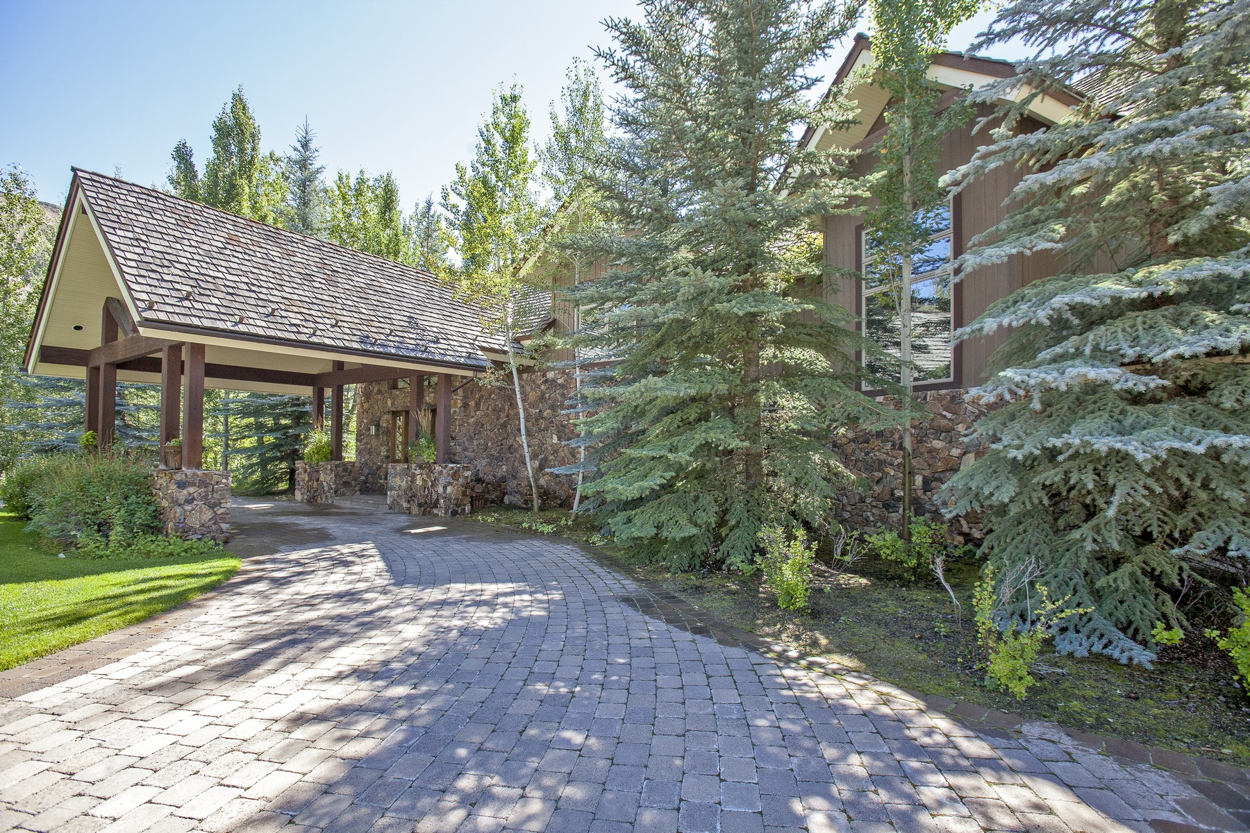 Casa Unifamiliar por un Venta en Spectacular Home Near the Big Wood River 33 Cliffside Dr Ketchum, Idaho 83340 Estados Unidos