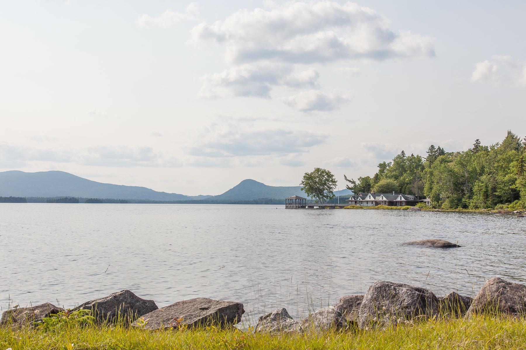 Moradia para Venda às 10 Upper Dam Road Rangeley, Maine, 04970 Estados Unidos