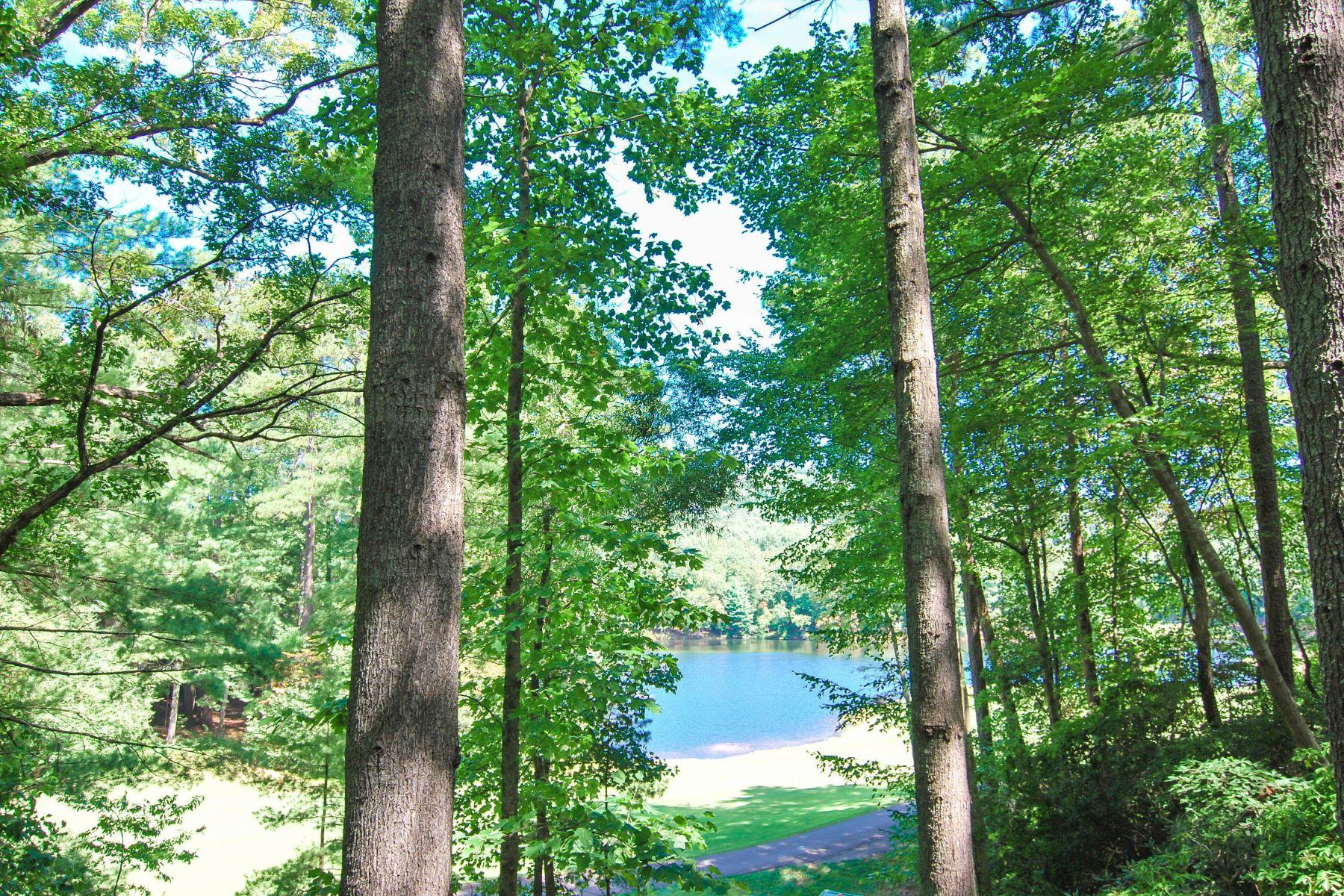 단독 가정 주택 용 매매 에 Outstanding Lakefront Cottage in Big Canoe 43 Clubhouse Drive Big Canoe, 조지아, 30143 미국