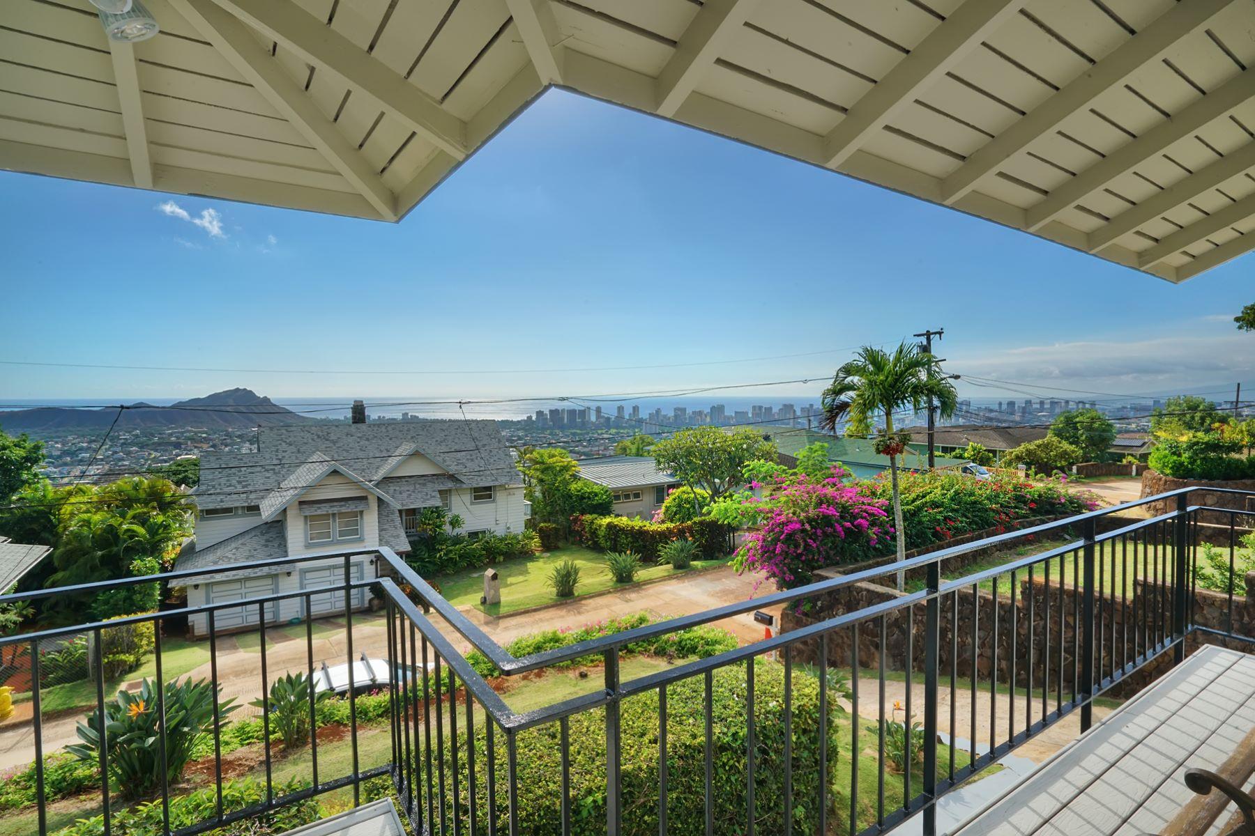 Maison unifamiliale pour l Vente à Stunning Classic Retreat 3690 Hilo Place #1 Maunalani Heights, Honolulu, Hawaii, 96816 États-Unis