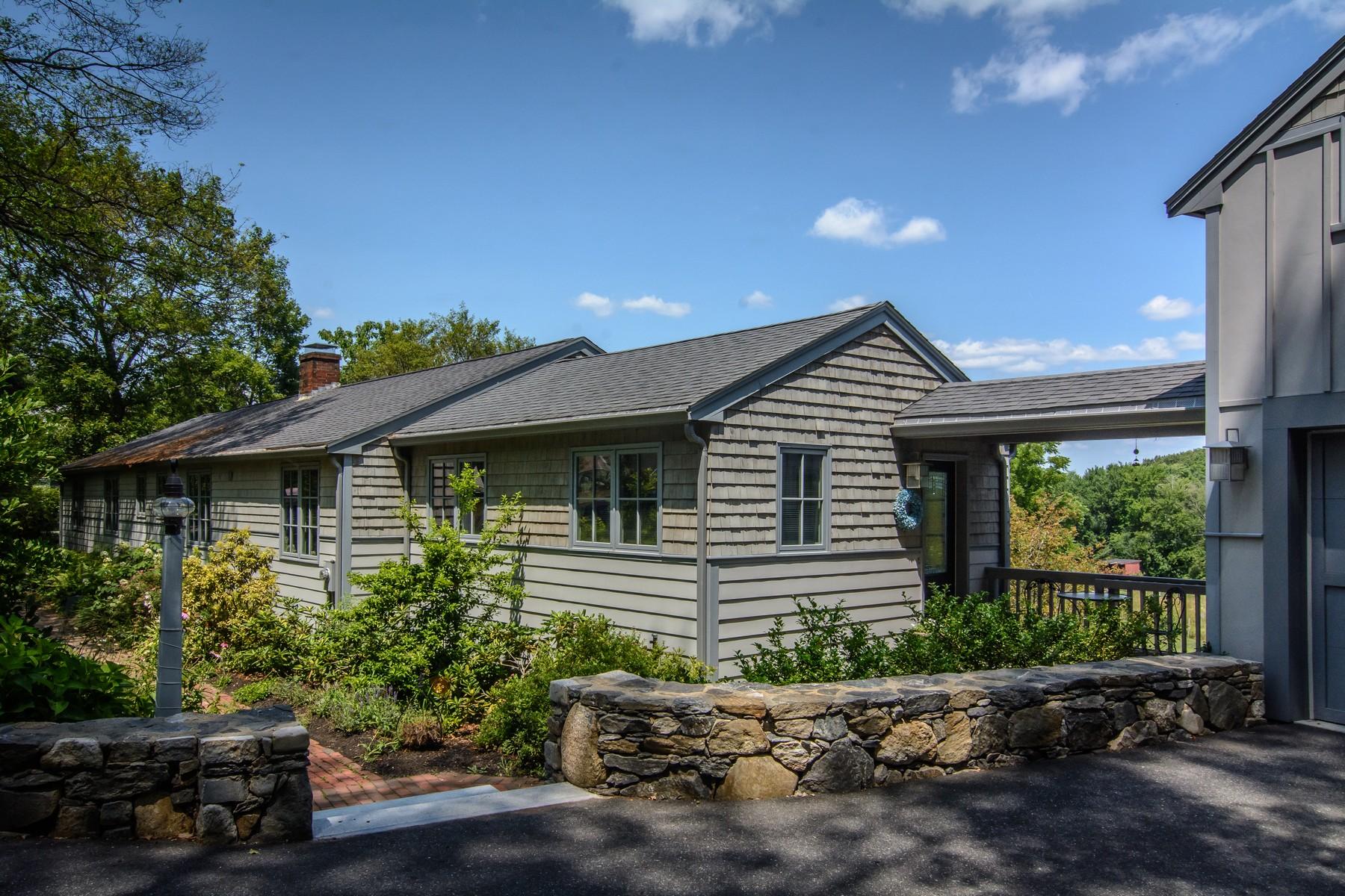Maison unifamiliale pour l Vente à Architect-designed Contemporary Farmhouse Ranch 26 Chestnut Street Westborough, Massachusetts, 01581 États-Unis